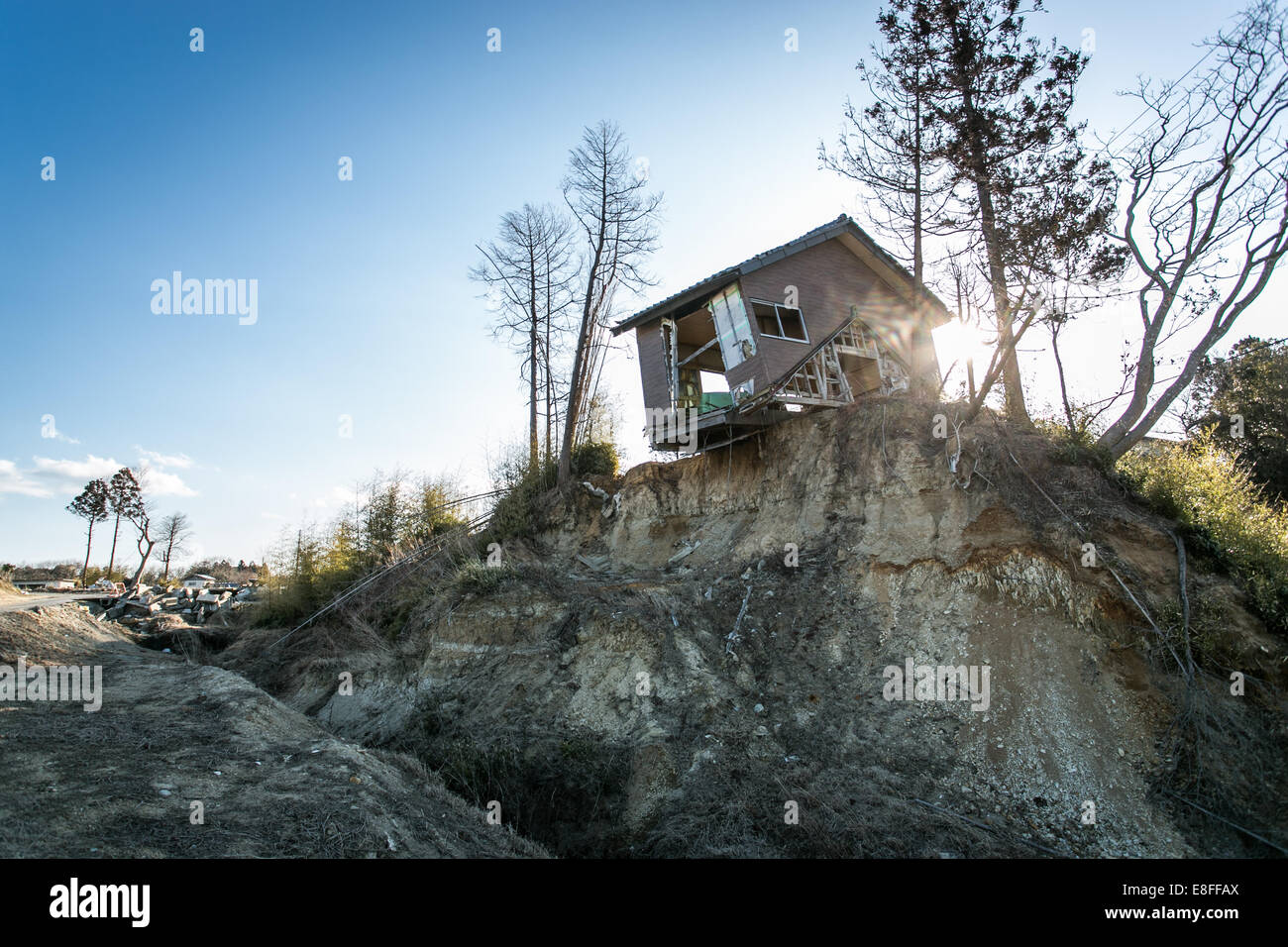 Derelict shack on cliff - Stock Image