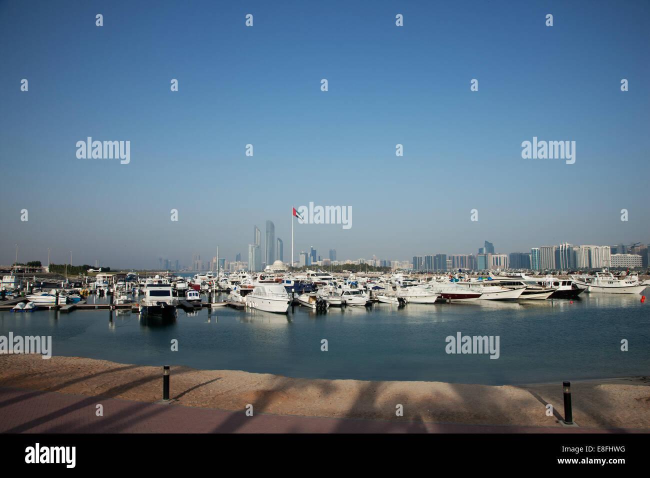 United Arab Emirates, Abu Dhabi, Skyline with harbor in foreground - Stock Image