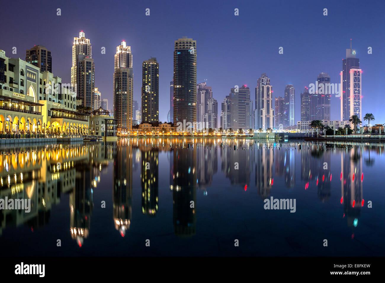 United Arab Emirates, Dubai, Cityscape with Burj Khalifa building at night - Stock Image