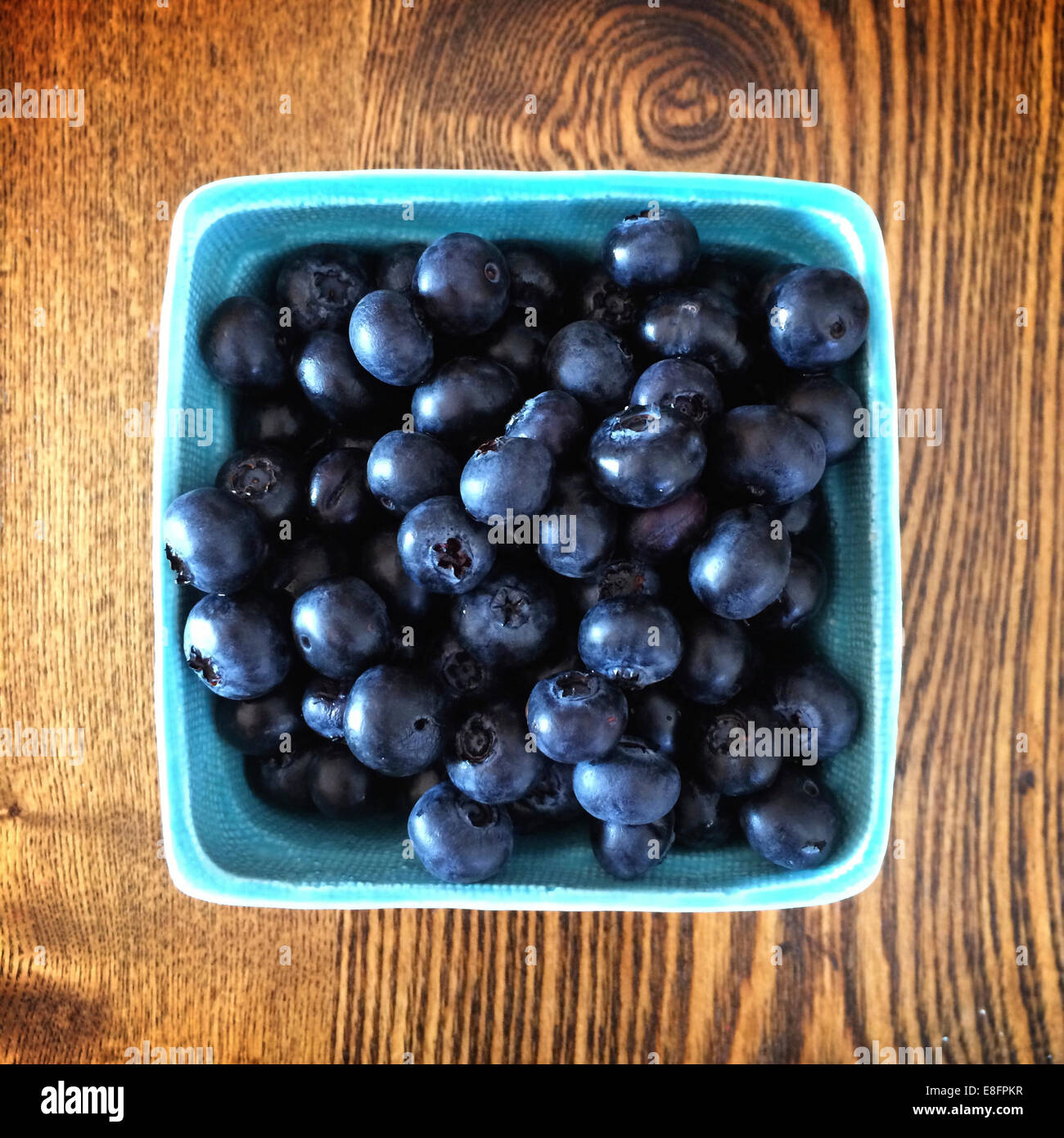 Overhead view of Box of blueberries - Stock Image