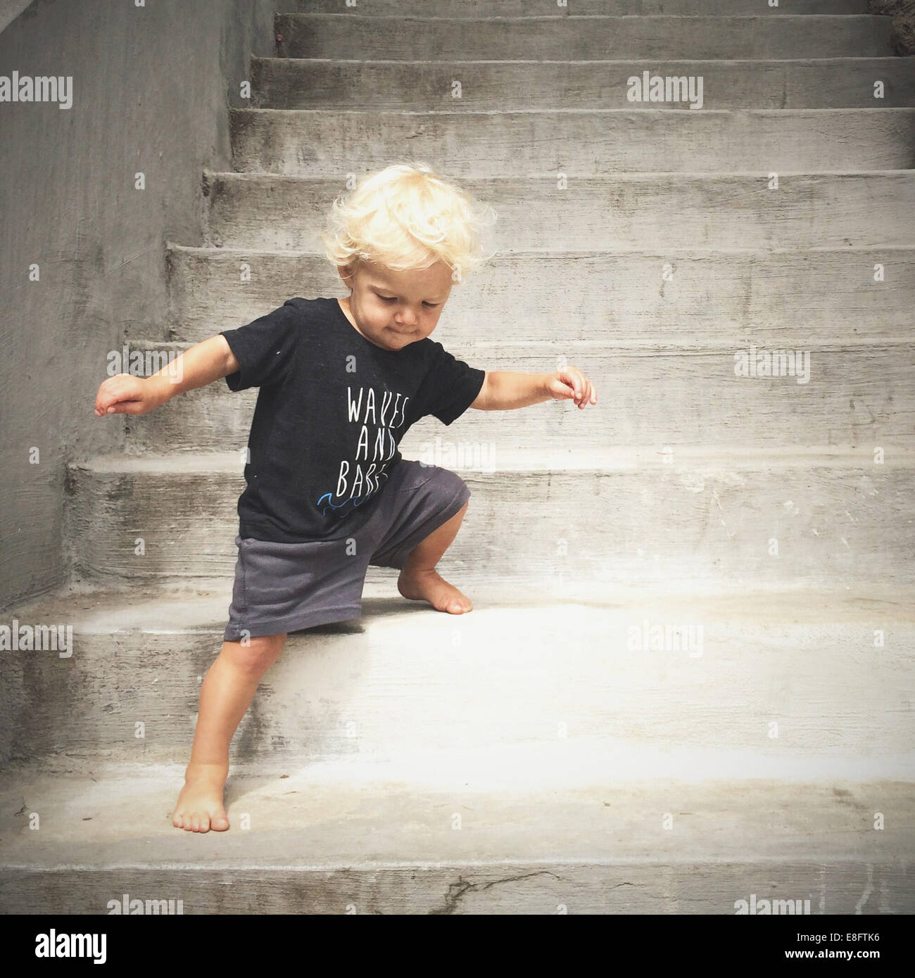 boy walking down steps - Stock Image