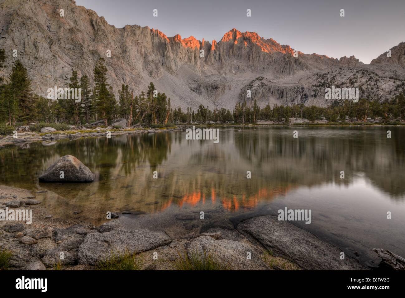USA, California, Kings Canyon National Park, Matlock Lake and University Peak - Stock Image
