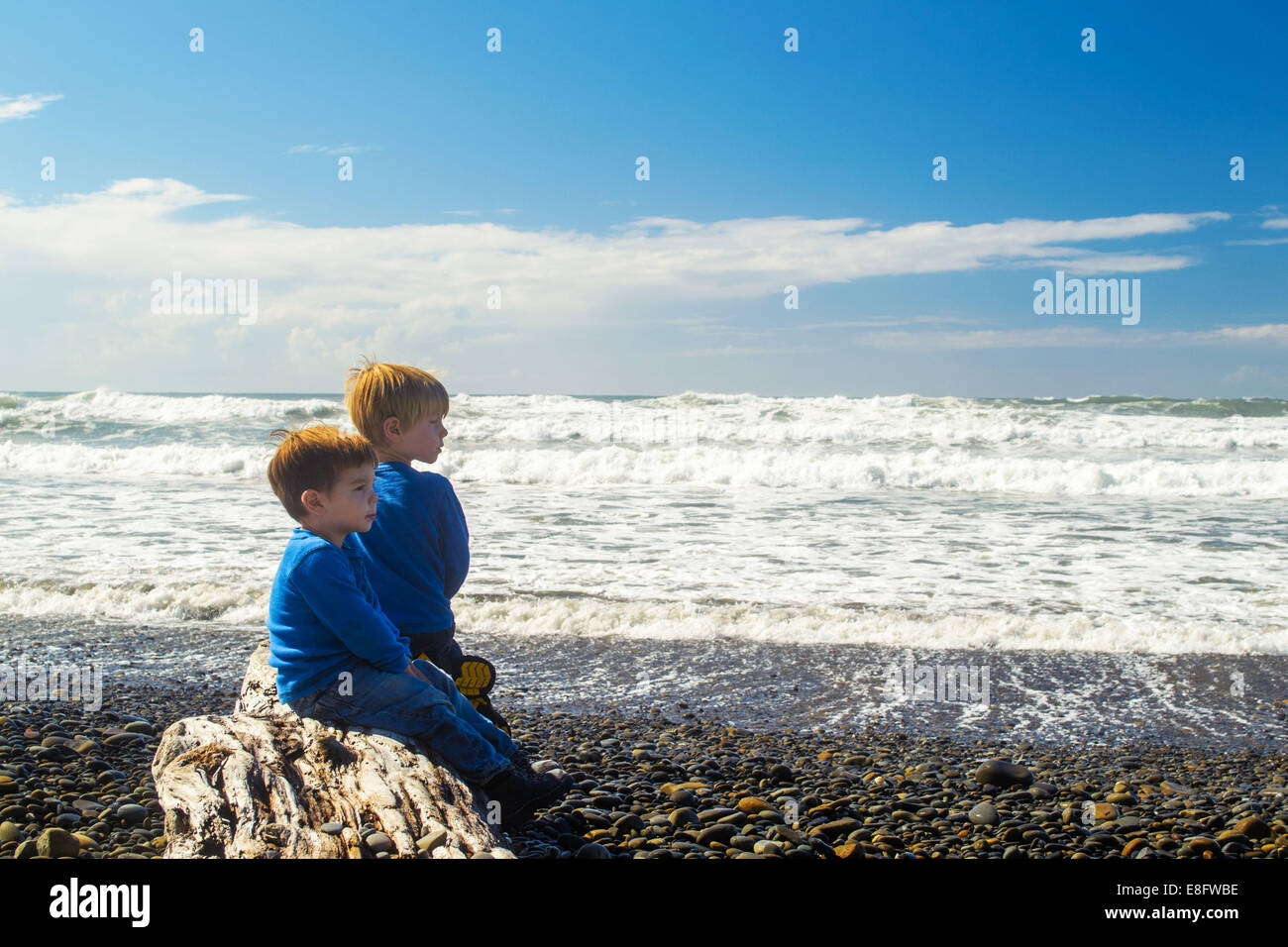 View of boys on beach (2-3 years, 4-5 years) - Stock Image