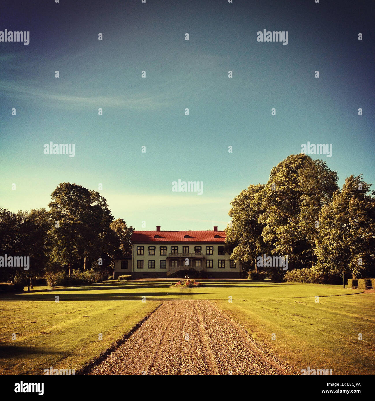 House at end of drive - Stock Image