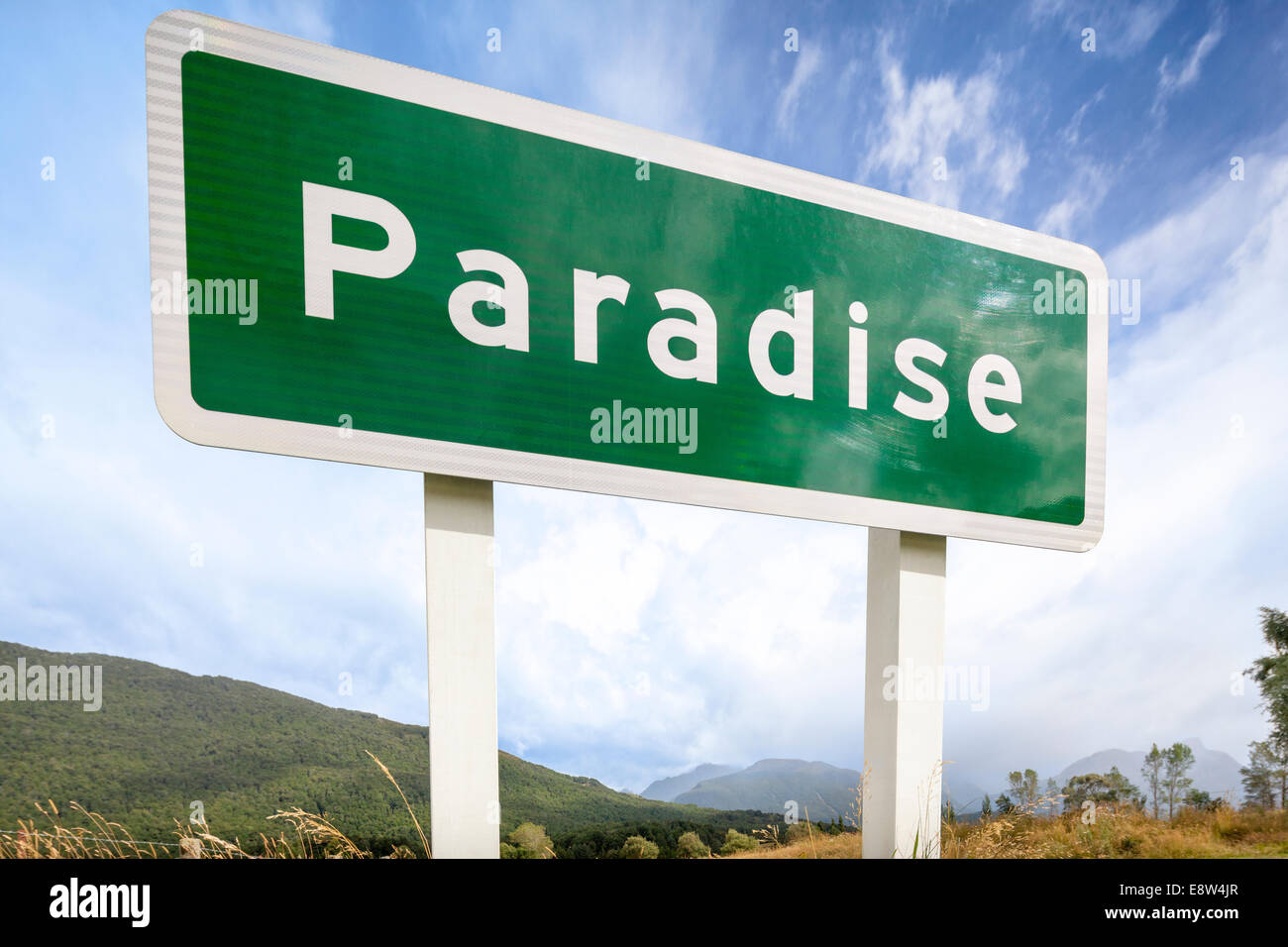 https://c7.alamy.com/comp/E8W4JR/paradise-is-a-pastoral-rural-place-in-otago-region-of-new-zealand-E8W4JR.jpg