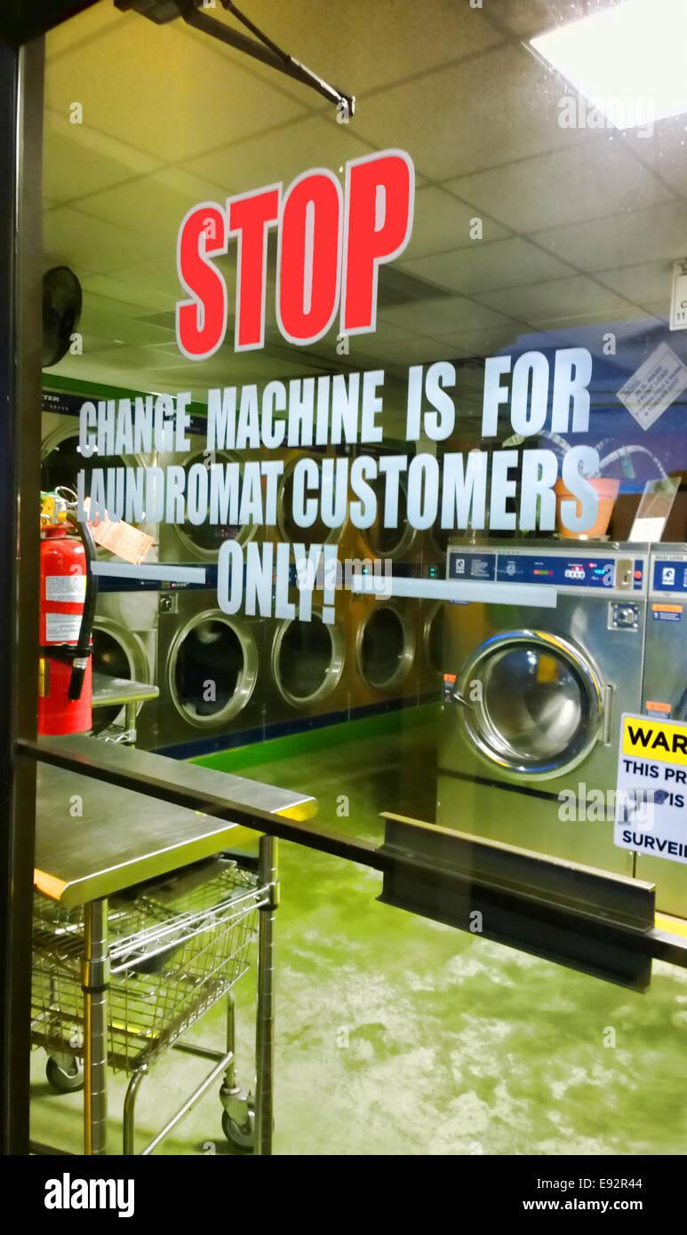 Laundromats Stock Photos & Laundromats Stock Images - Alamy