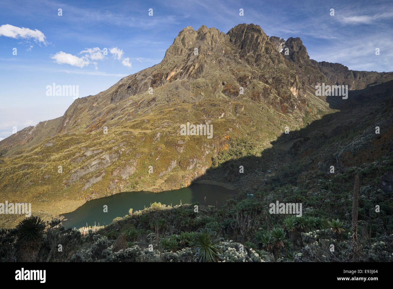 Kitandara lake and Kitandara hut, Rwenzori mountains, Uganda - Stock Image