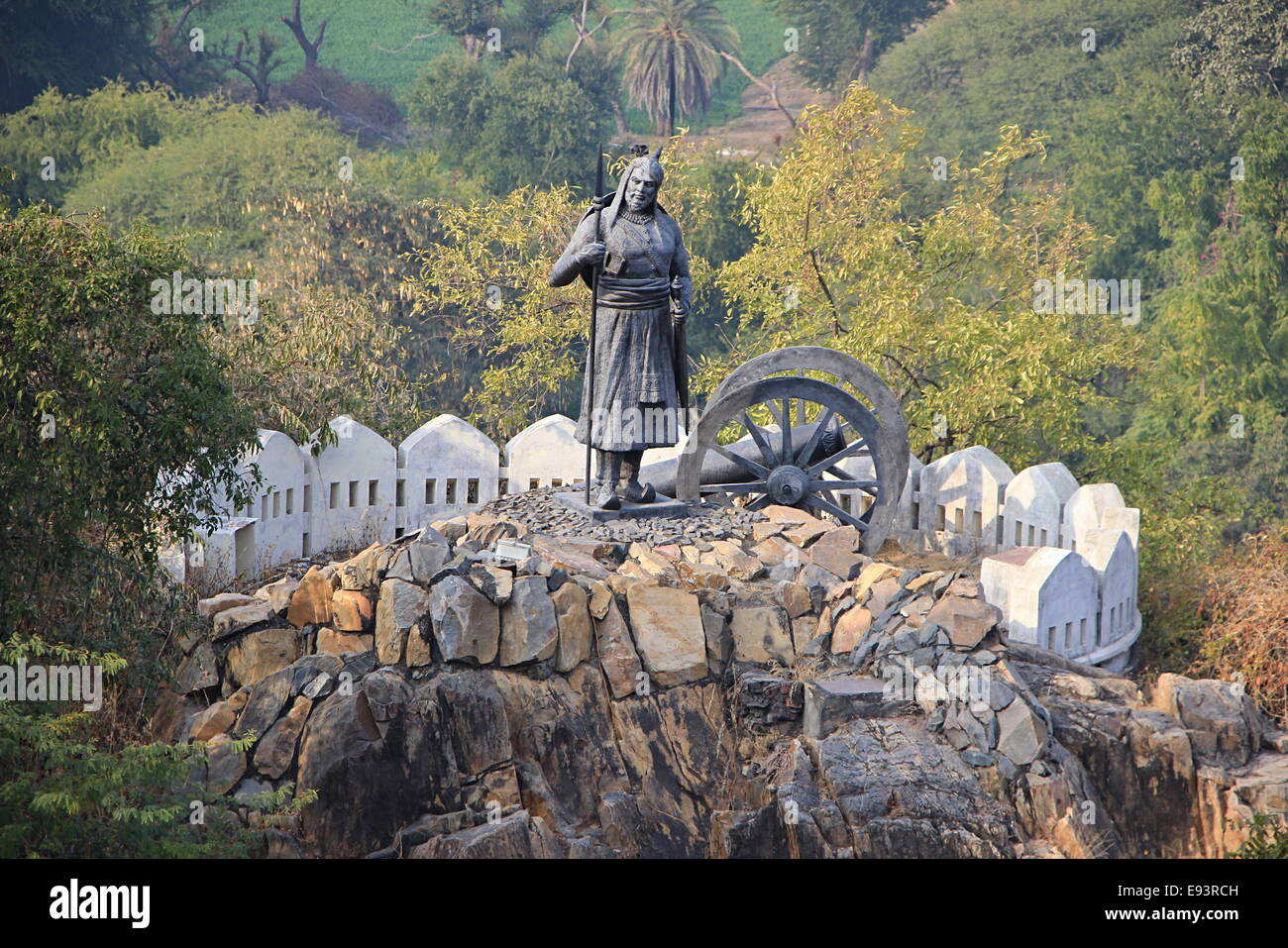 Statue of soldier holding spear standing near cannon on hillock near Pratap Smarak, Udaipur, Rajasthan, India, Asia - Stock Image