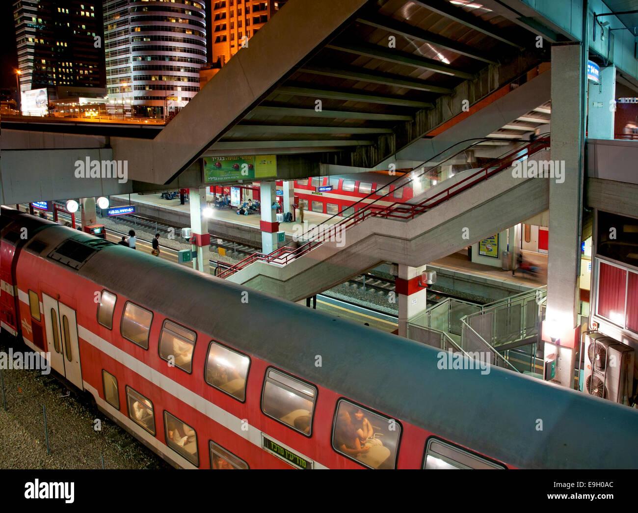 Central train station, Tel Aviv at night - Stock Image