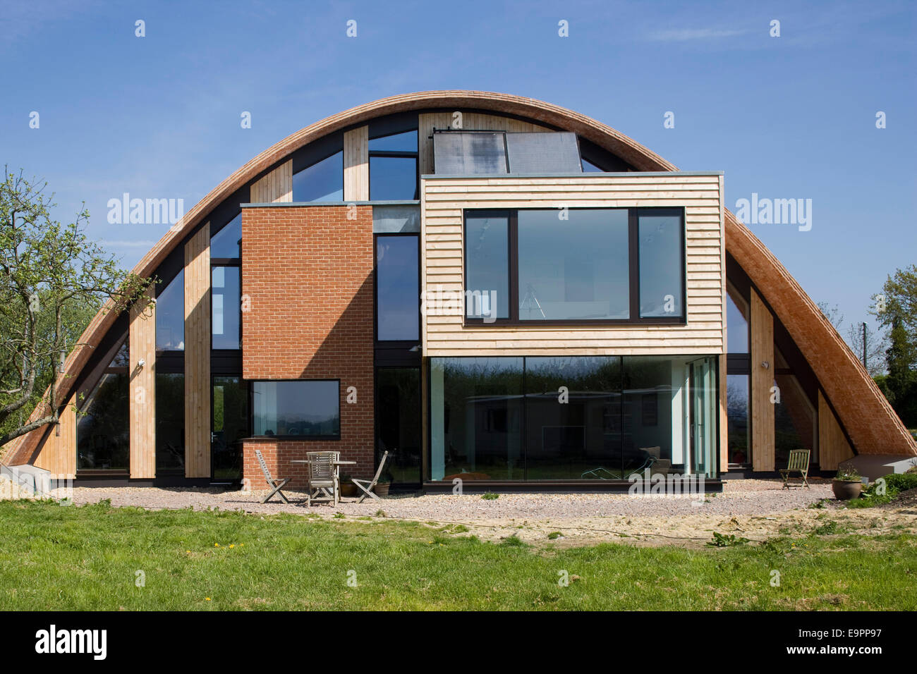 house with curved roof crossway kent england uk - Curved Roof