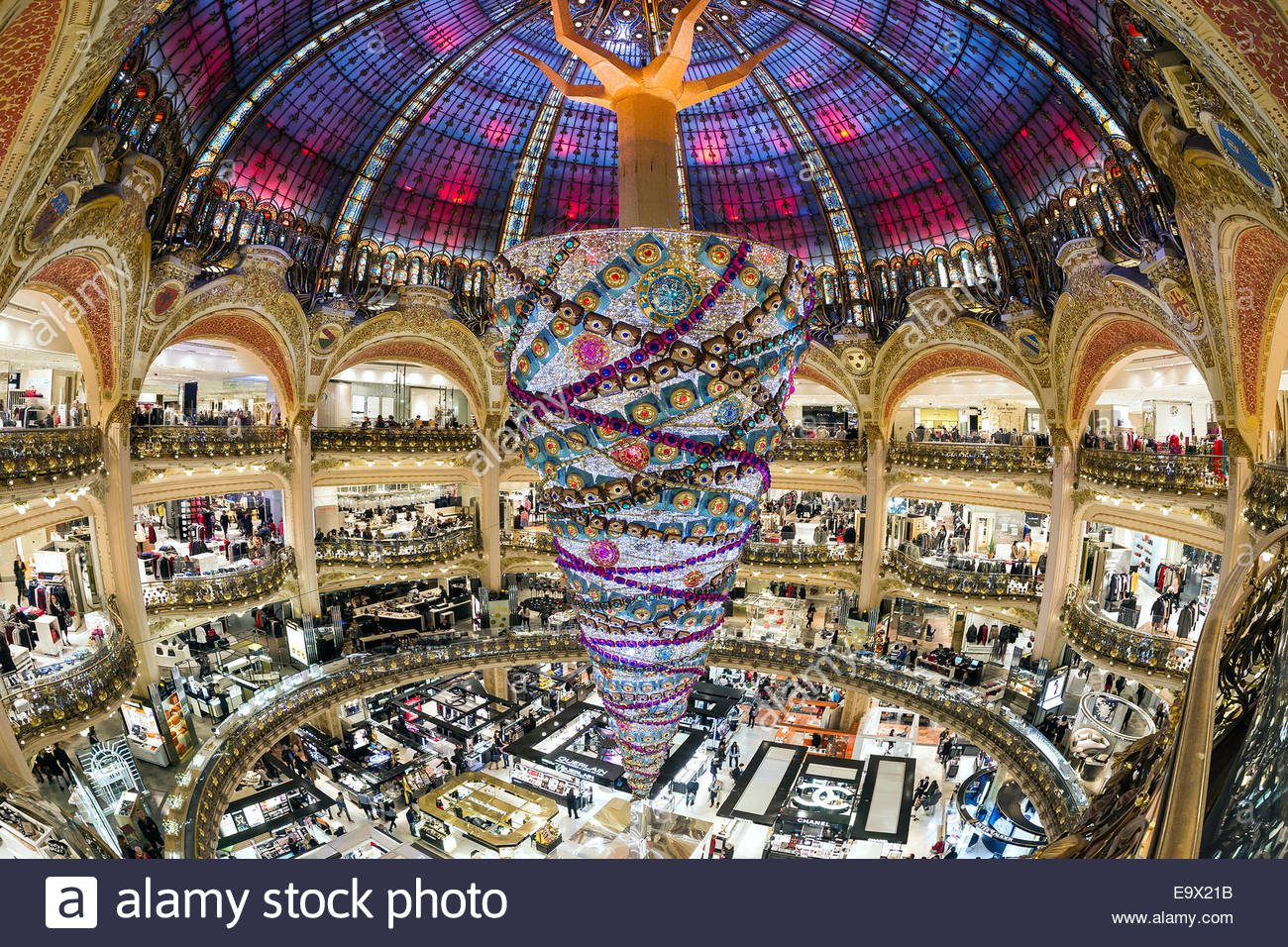 paris-galeries-lafayette-2014-christmas-tree-E9X21B.jpg
