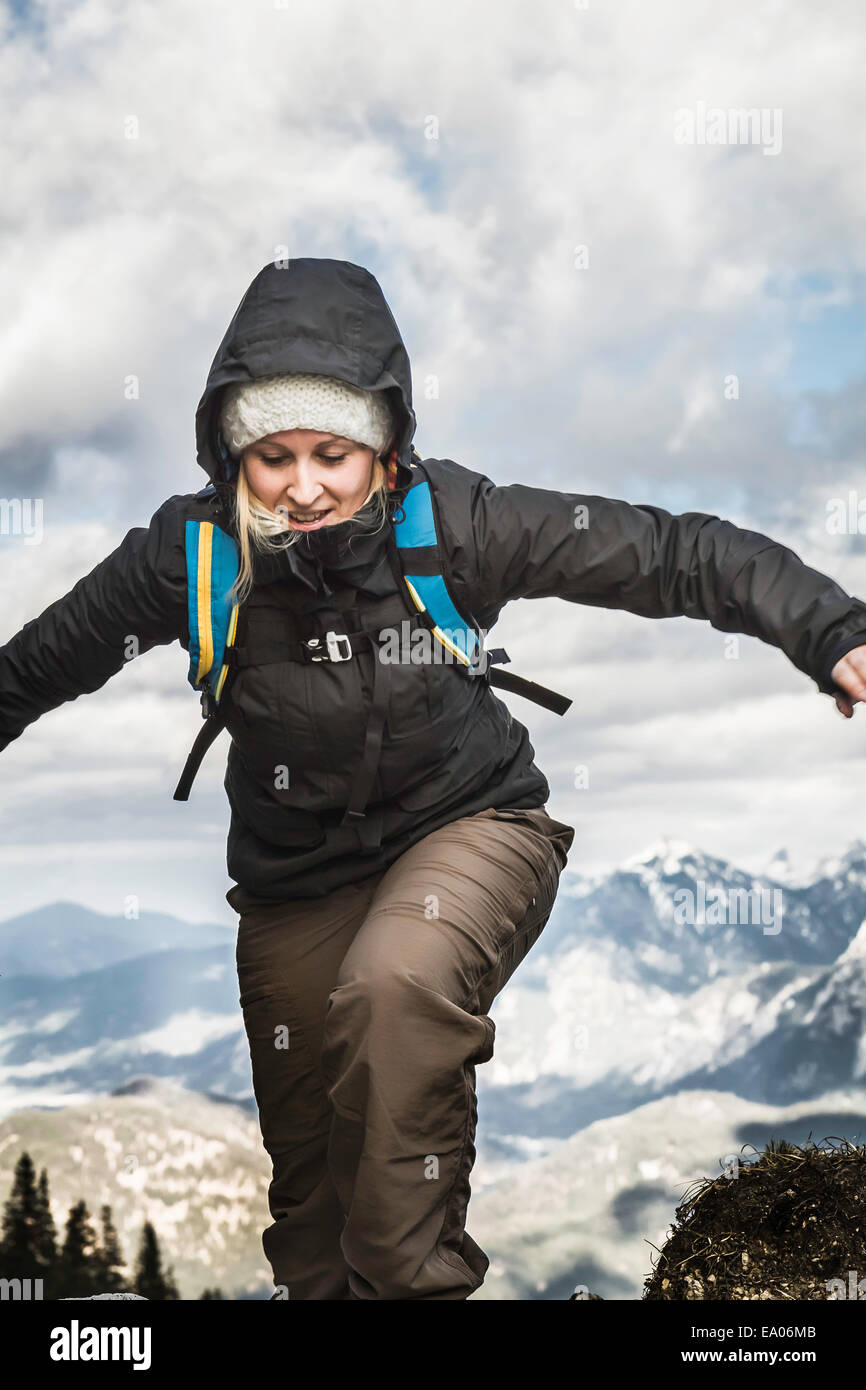 Young woman hiking in mountains, Hundsarschjoch, Vils, Bavaria, Germany - Stock Image