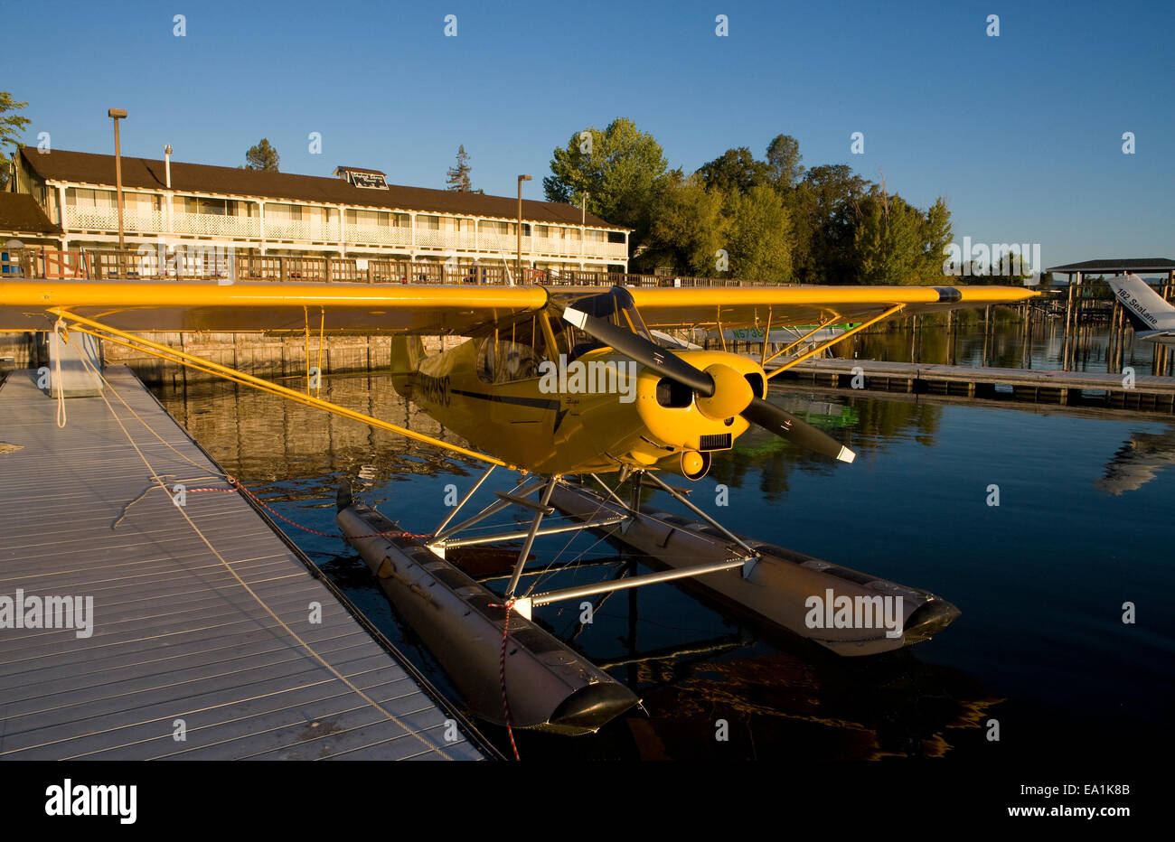 Piper Super Cub on Floats docked at the Sky Lark Shores Resort dock, Seaplane Splash-In, Lakeport, California, Lake - Stock Image