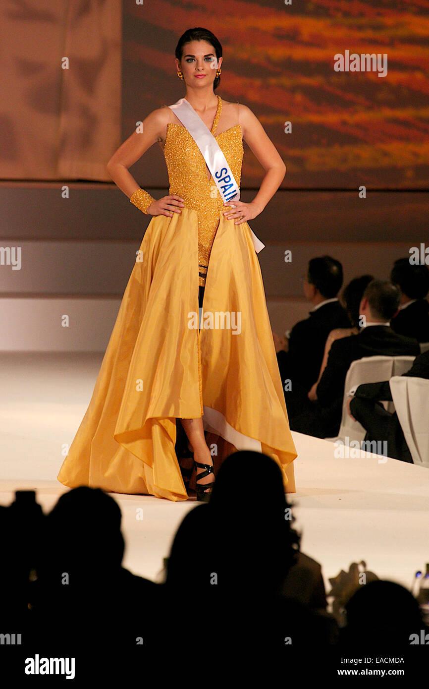 Tokyo, Japan. 11th Nov, 2014. Miss Spain Rocio Tormo Esquinas.  Miss Spain Rocio Tormo Esquinas walks down the runway - Stock Image