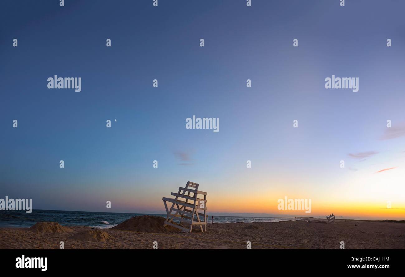 summer-in-the-hamptons-ponquogue-beach-hampton-bays-new-york-blue-EAJ1HM.jpg
