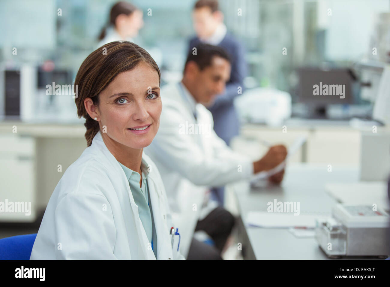 Scientist smiling in laboratory - Stock Image