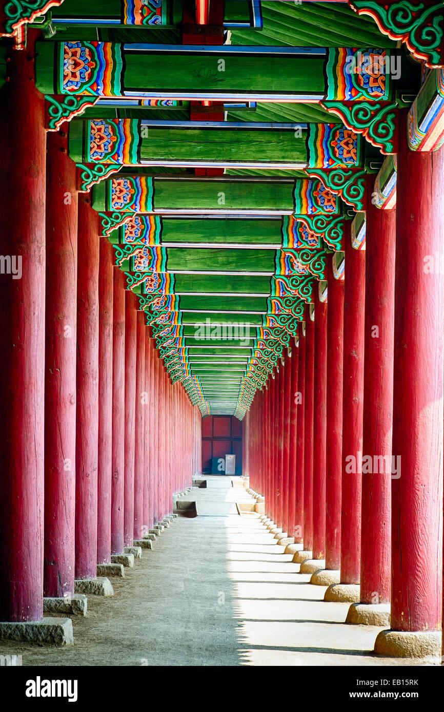 Colonnade in a Royal Palace, Gyeongbokgung Palace, Seoul, South Korea - Stock Image