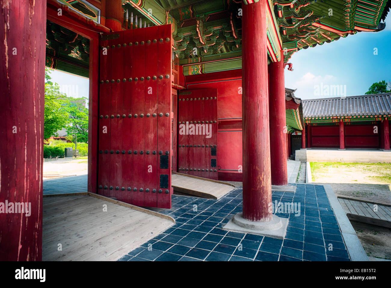 Inner Gates of the Changdeok Palace, Seoul, South Korea - Stock Image