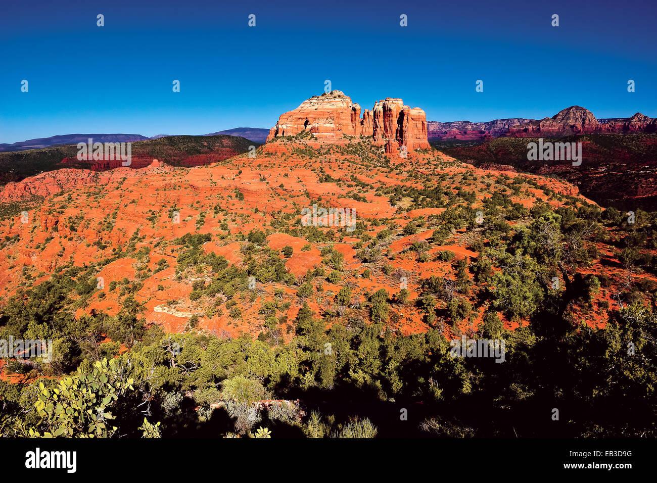 USA, Arizona, Yavapai County, Sedona, Cathedral Rock viewed from Hiline Trail Vista east side - Stock Image