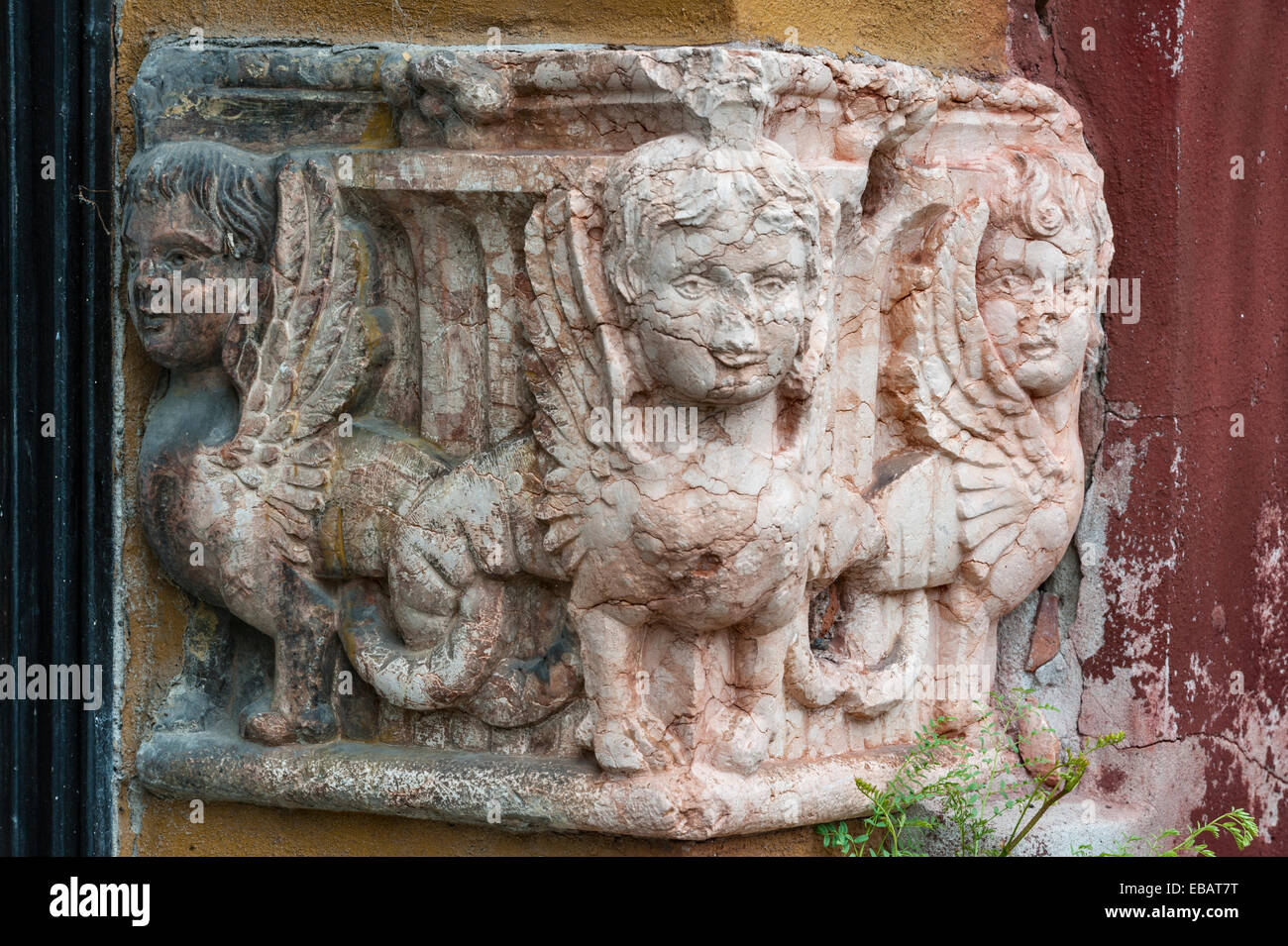 The gardens at the Giardino Giusti, Verona, Italy. Mythical creatures, possibly manticores, on an ancient Roman - Stock Image