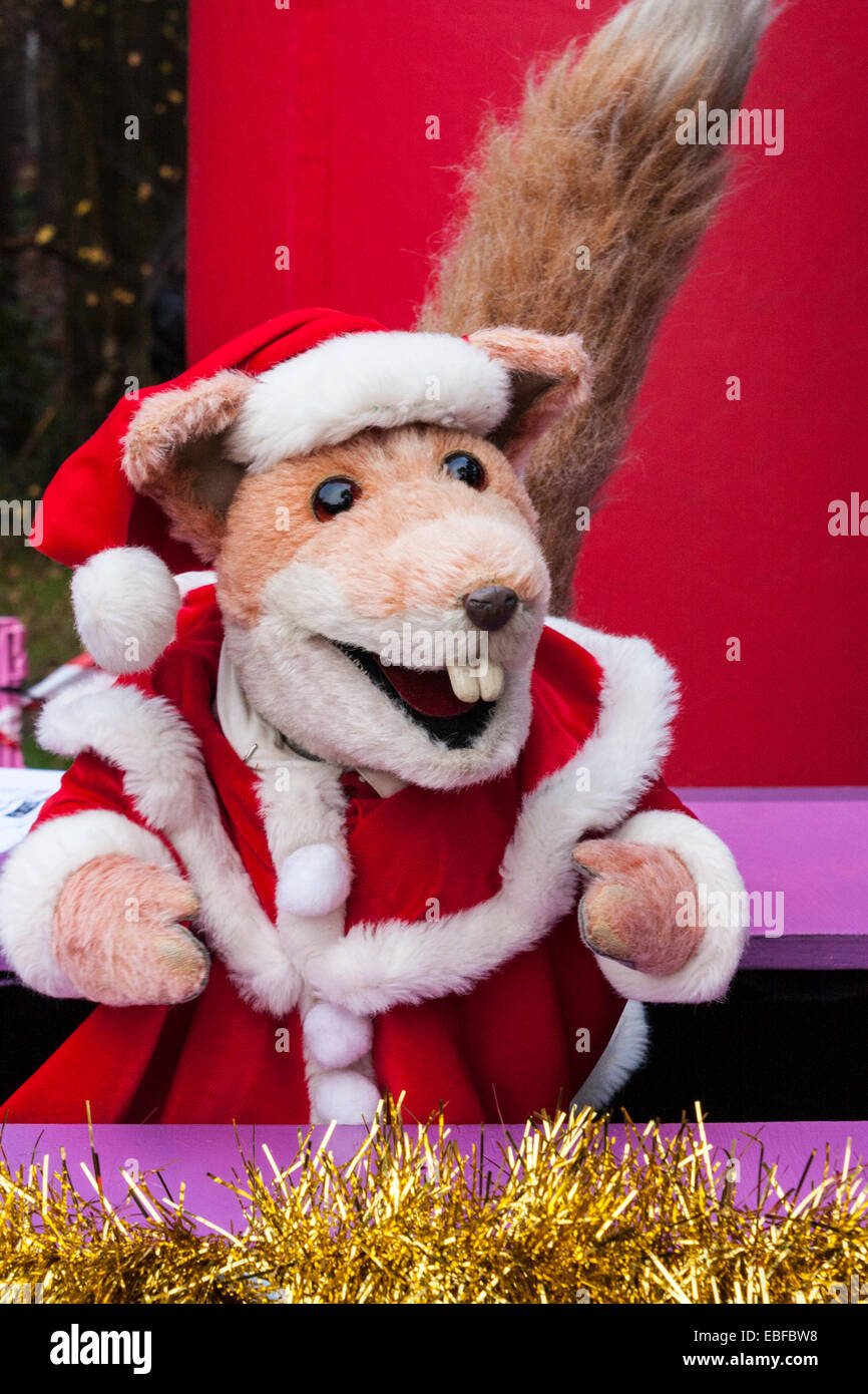https://c7.alamy.com/comp/EBFBW8/hundreds-of-fund-raisers-dressed-as-santas-cycled-and-ran-in-the-annual-EBFBW8.jpg