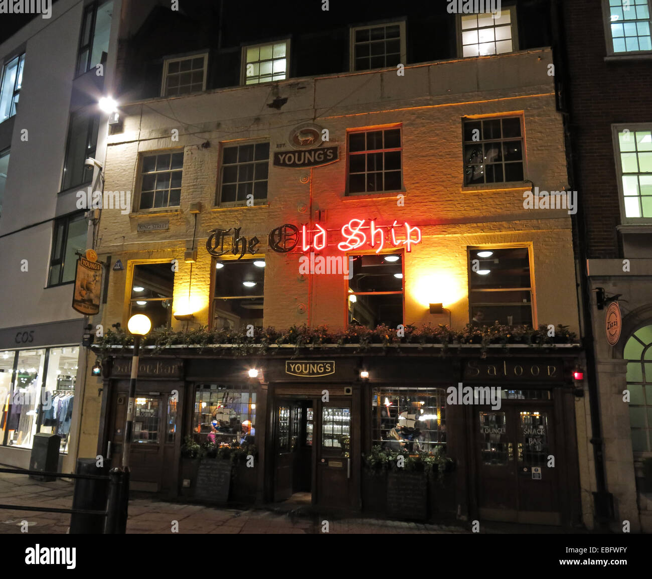 dusk,bar,pubs,bars,The Old Ship Pub,Youngs,Richmond,London at Night,young,brewery,youngs brewery,food,drink,tourist,tourists,tourism,traditional,broken neon sign,broken,neon,sign,ld ship,boat,lighting,lit,gotonysmith,pubs,bars,of,London,classic,tourist,attraction,travel,vacation,Pubs Of London,must see
