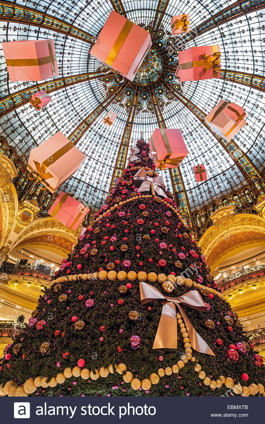 galeries-lafayette-christmas-tree-paris-