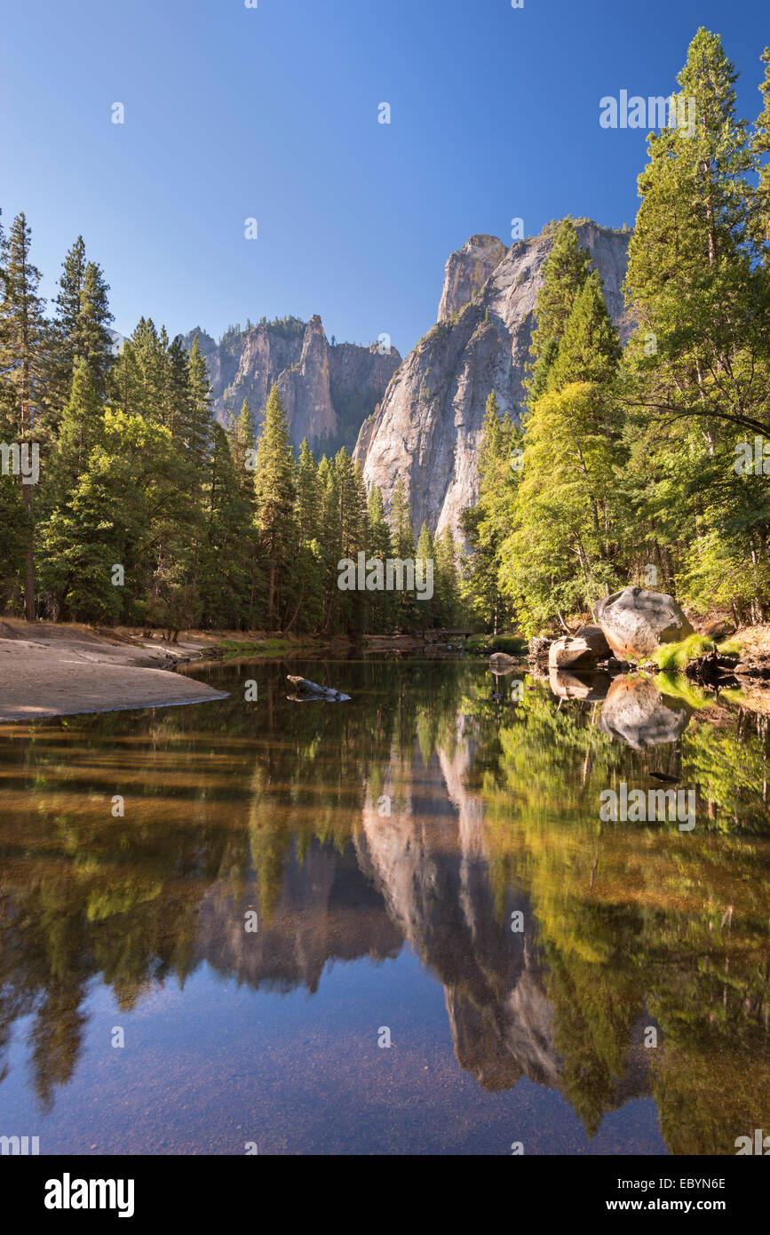 Cathedral Rocks reflected in the River Merced, Yosemite Valley, California, England. Autumn (October) 2014. - Stock Image