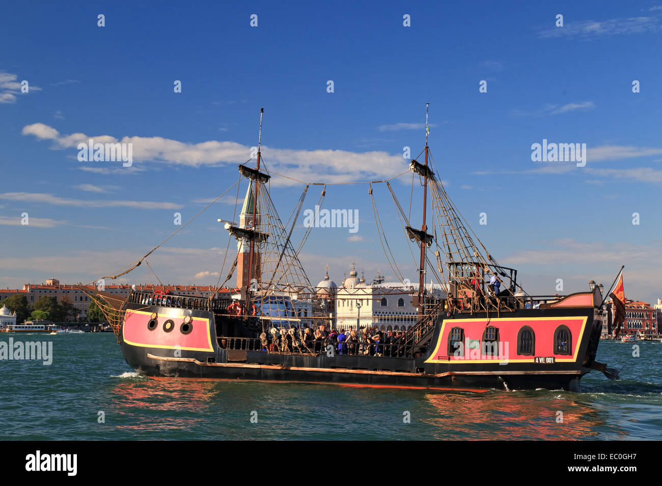 The pirate ship Jolly Roger - Il Galeone Veneziano / Venetian Galleon, Venice - Stock Image