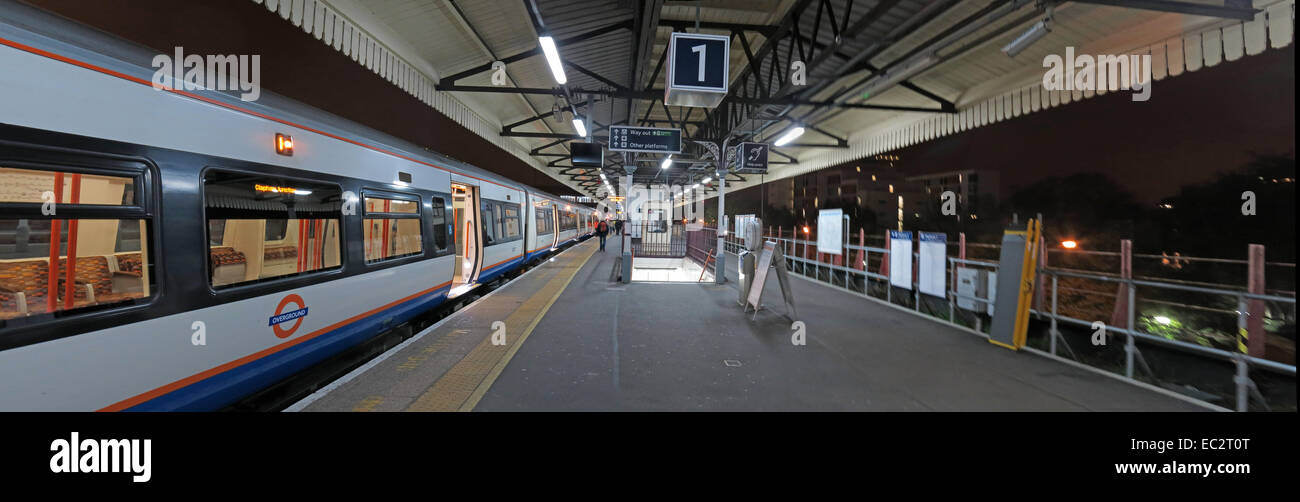 Clapham,Junction platform One at night,London,England,UK,Railway,station,First Great Western,First,Great,Western,train,operator,wide,panorama,pano,railways,railroads,travel,GoTonySmith,Buy Pictures of,Buy Images Of