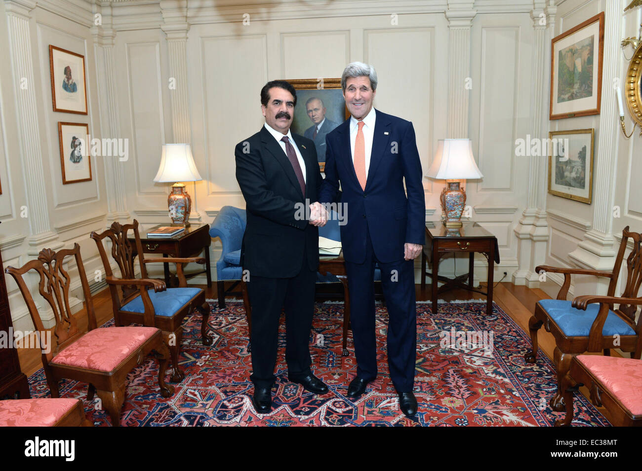 U.S. Secretary of State John Kerry meets with Pakistan Chief of Army Staff Raheel Sharif at the Department of State - Stock Image