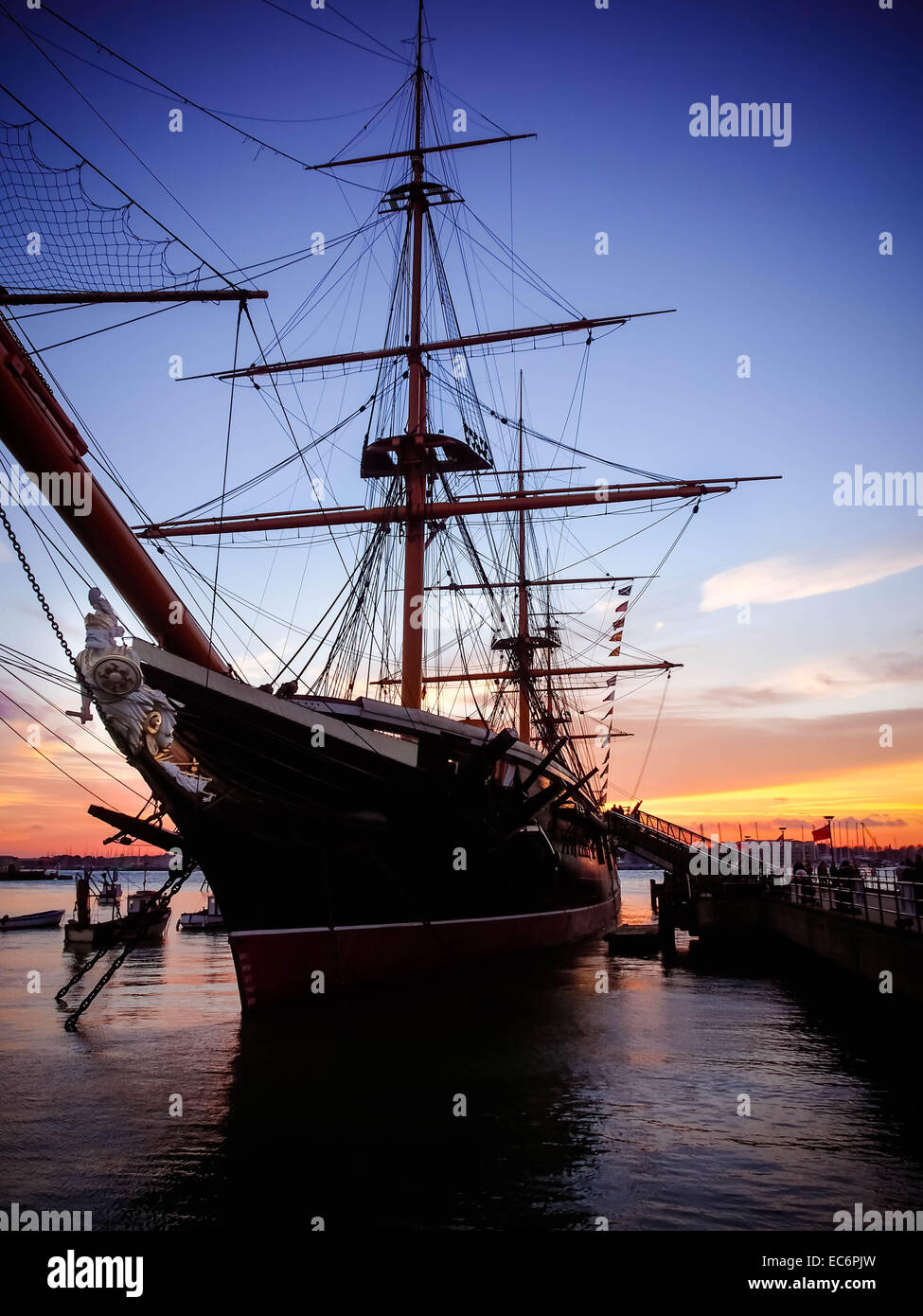 hms-warrior-at-sunset-in-portsmouth-historic-dockyard-england-EC6PJW.jpg