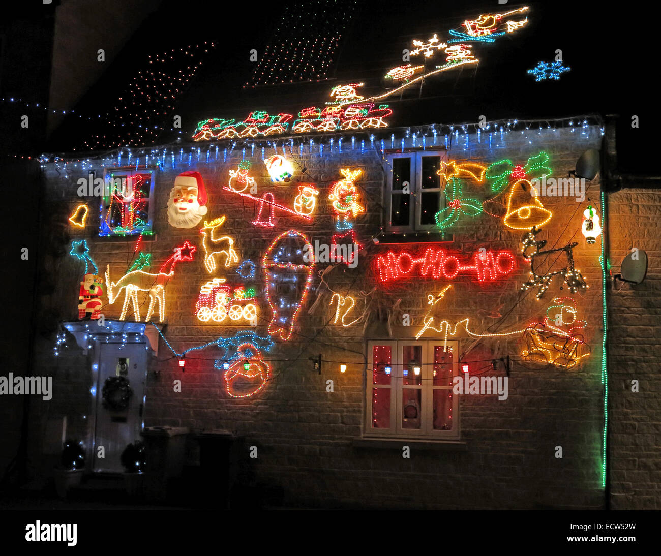 outside,exterior,Xmas,decorations,decoration,illuminated,illuminations,Santa,Sleigh,at,night,dusk,in,the,dark,bright,taste,chav,chavy,low,class,cheap,excess,wasted,power,electric,electricity,waste,low,efficiency,bah,humbug,love,hate,relationship,gaudiness,gaudy,outdoor,GoTonySmith England,Scotland,English,Scottish,welsh,bahhumbug,love-hate,artful,DIYer,DIY,ioBridge,IO-204,module,an,Arduino,Wave,Kit,an,Arduino,Duemilanove,board,solid,state,relays,relay,in,Witney,Oxen