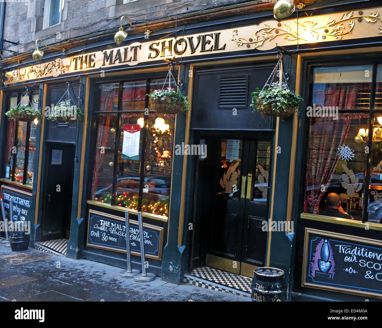 Evening,dusk,Malt,Shovel,malt,whiskies,bar,ale,house,alehouse,beer,beers,drinks,drinkers,historic,history,CAMRA,old Town,old,town,Scotland,UK,classic,Victorian,Scotland,UK in the,evening,dusk,nighttime,at night,entrance,doorway,door,front door,Gotonysmith