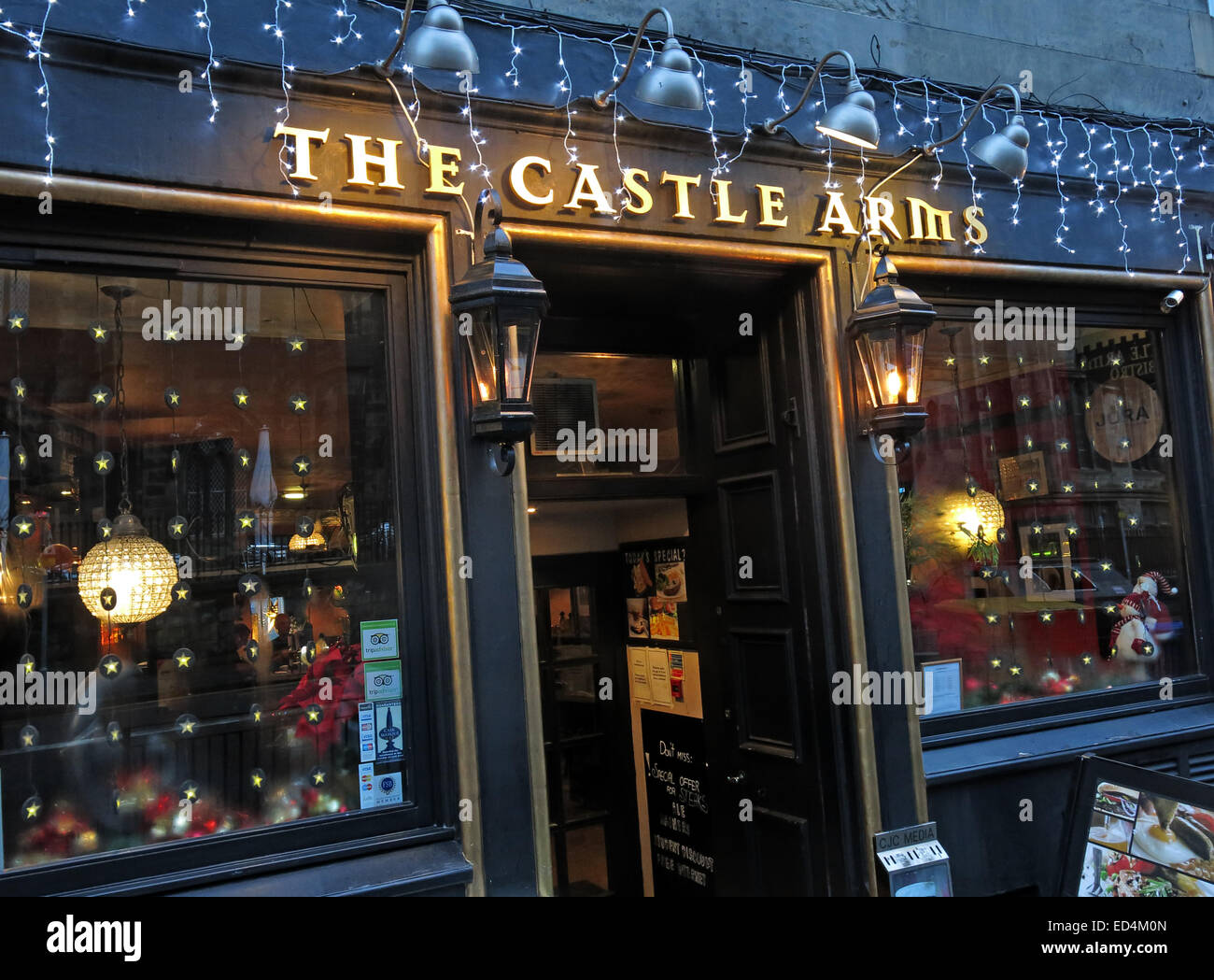 real,ale,camra,beer,bar,bars,outside,exterior,Xmas,Christmas,lights,welcoming,for,tourists,tourism,traditional,hostelry,mulled,wine,grassmarket,GoTonySmith