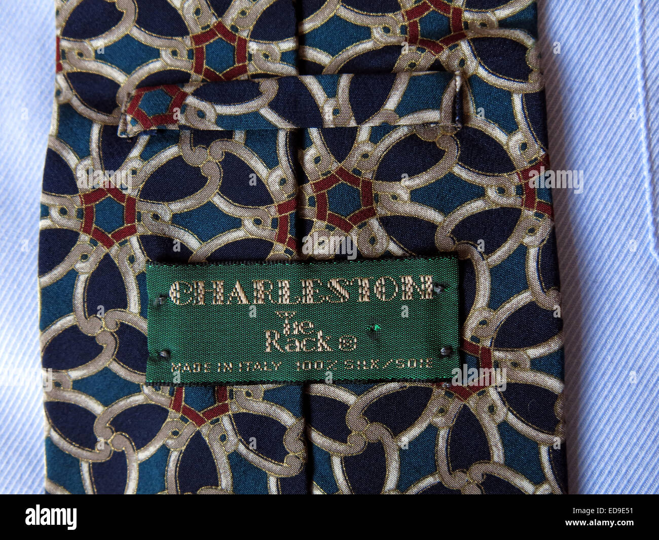 man mans 2nd hand second secondhand back front patterned,retro,selection,on,a,shirt,pattern,patterned,weave,weaving,material,fashion,business,office,apparel,US,English,fashionable,fabric,colour,coloured,colored,label,slim,wide,kipper,designer,uniform,school,casual,Tie,rack,Charleston,made,in,italy,gotonysmith close up close-up macro mode moda textile italian accessory,bow,business,businessman,cloth,clothes,clothing,collar,corporate,cravat,cute,design,designer,dress,elegance,elegant,fabric,fashion,fashionable,formal,garments,knot modern ascot tie,bow tie,bolo tie,zipper tie,cravat and clip-on tie