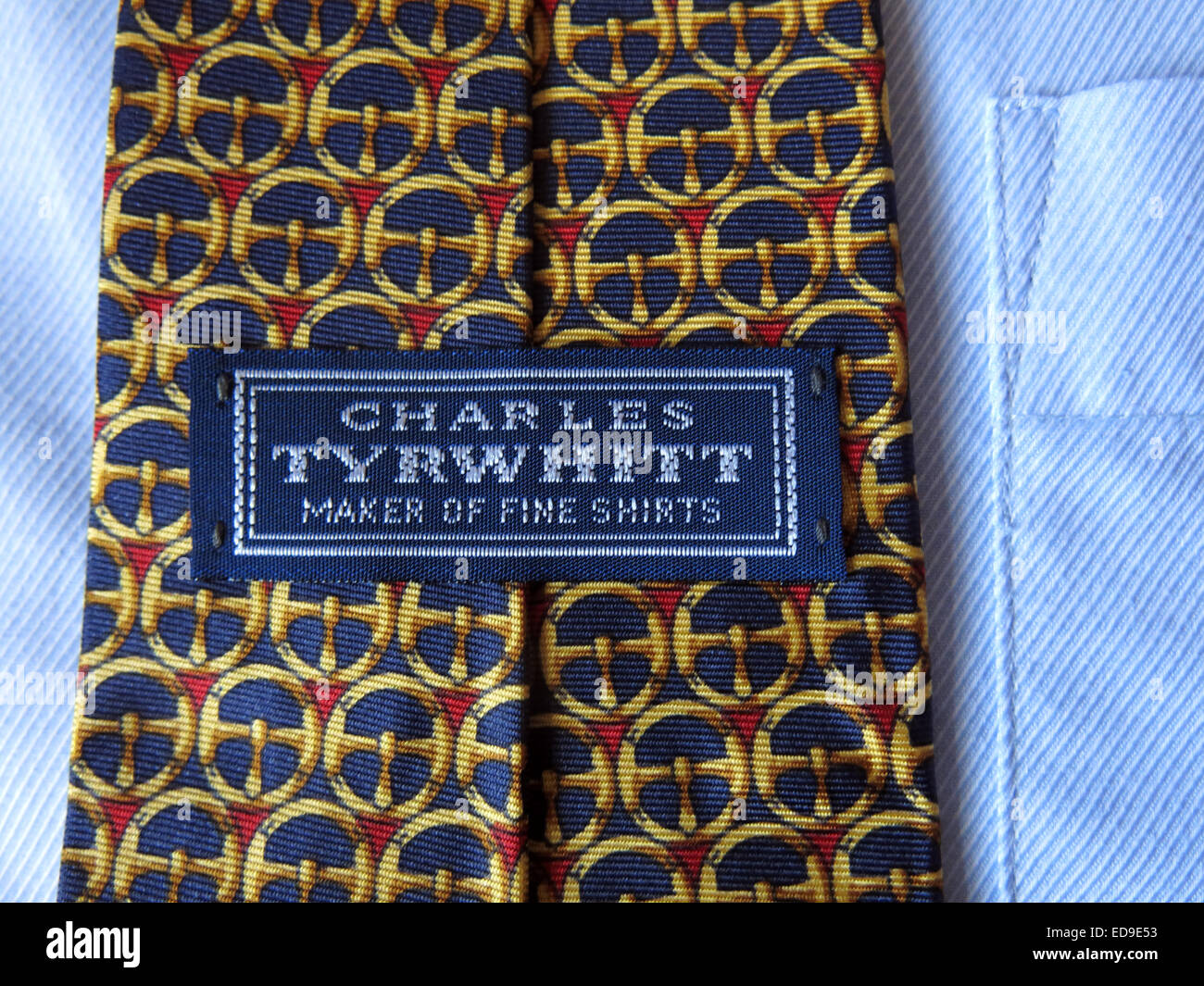 man mans 2nd hand second secondhand back front patterned,retro,selection,on,a,shirt,pattern,patterned,weave,weaving,material,fashion,business,office,apparel,US,English,fashionable,fabric,colour,coloured,colored,label,slim,wide,kipper,designer,uniform,school,casual,cotton,polyester,Charles,Tyrwhitt,gotonysmith,close,up,close-up,macro,mode,moda,textile,maker,of,fine,shirts,accessory,bow,business,businessman,cloth,clothes,clothing,collar,corporate,cravat,cute,design,designer,dress,elegance,elegant,fabric,fashion,fashionable,formal,garments,knot modern ascot tie,bow tie,bolo tie,zipper tie,cravat and clip-on tie