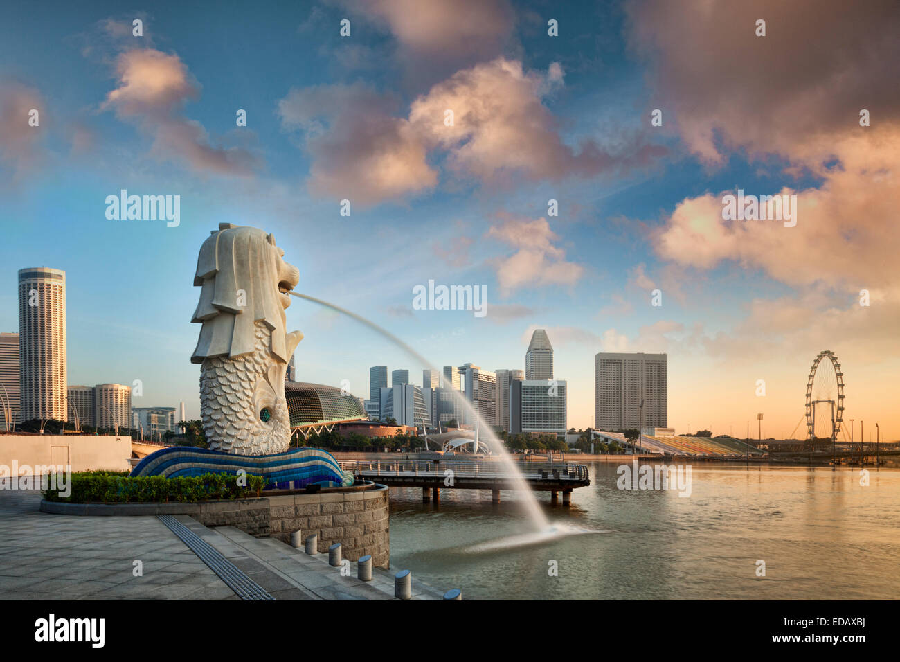 The Merlion, the symbol of the city of Singapore, at sunrise. - Stock Image