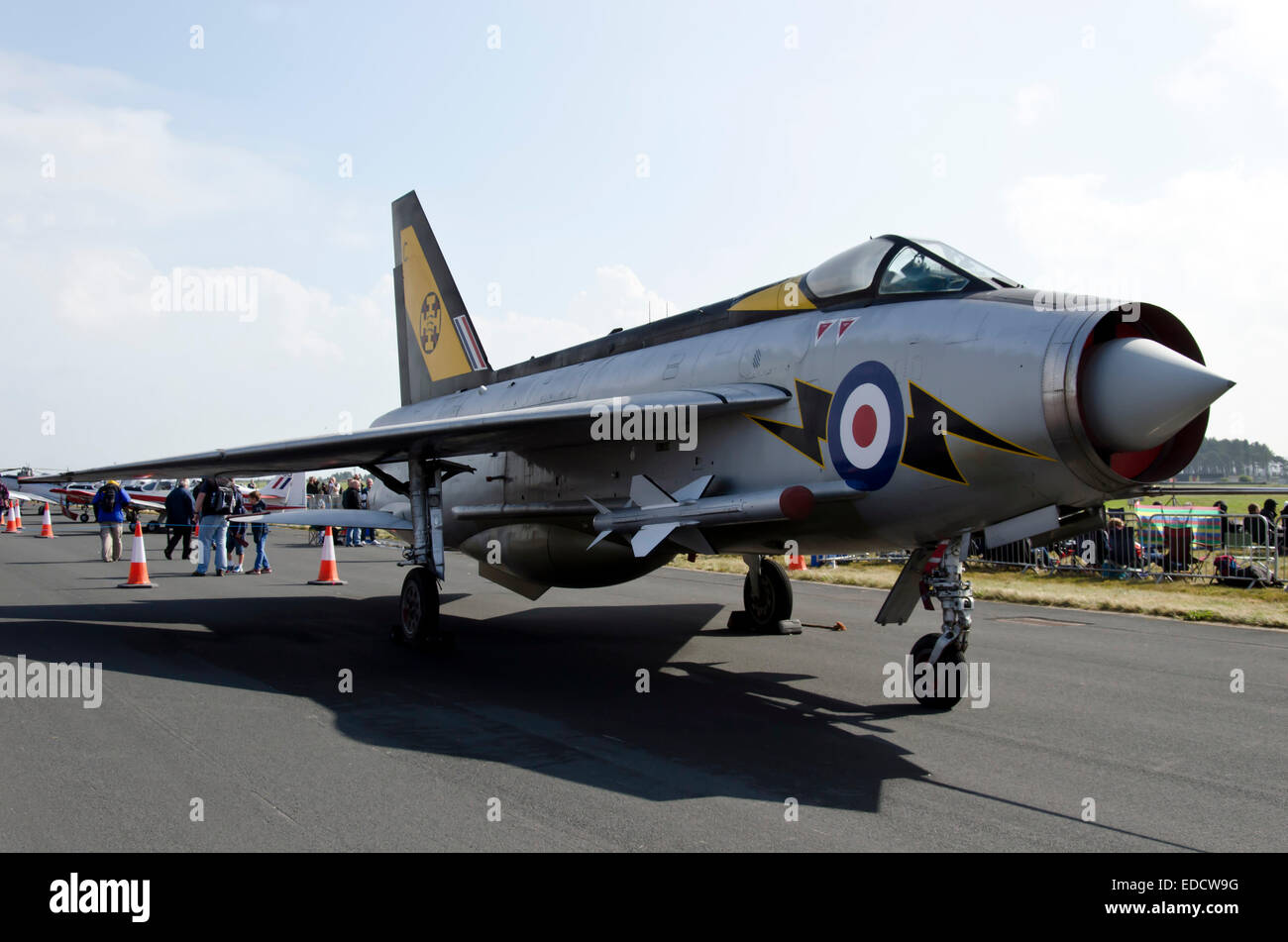 https://c7.alamy.com/comp/EDCW9G/english-electric-lightning-f3-fighter-aircraft-at-leuchars-air-show-EDCW9G.jpg