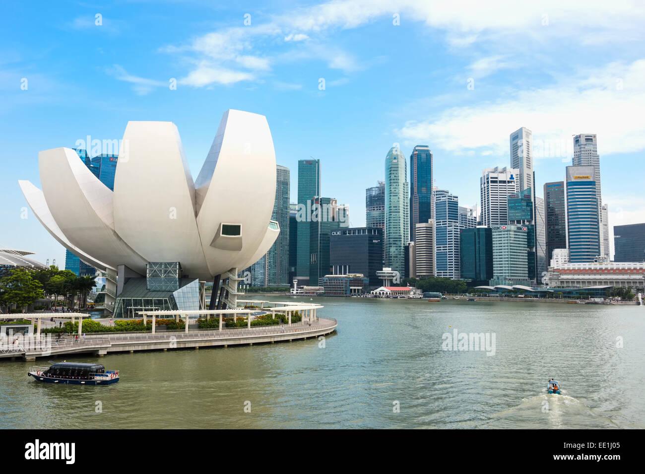 Science Museum and Singapore skyline, Singapore, Southeast Asia, Asia - Stock Image