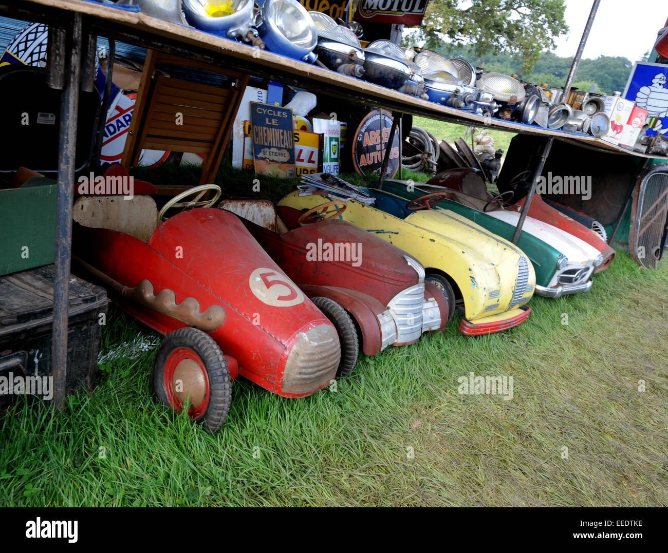 Beaulieu Autojumble, massive classic car parts swap meet and jumble ...