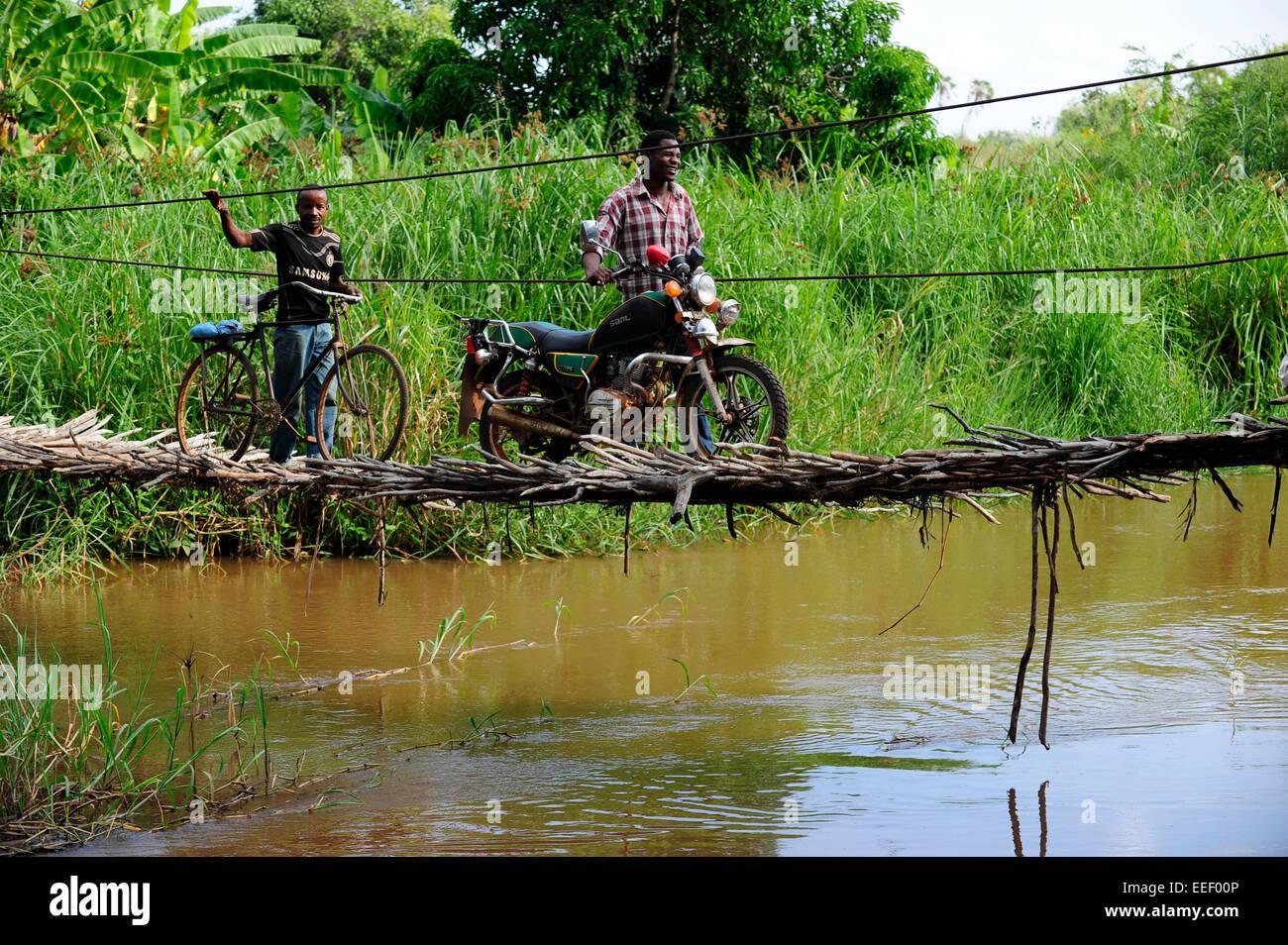 TANZANIA, Korogwe, hanging bridge in Kwalukonge / TANSANIA, Korogwe, Haengebruecke in Kwalukonge - Stock Image