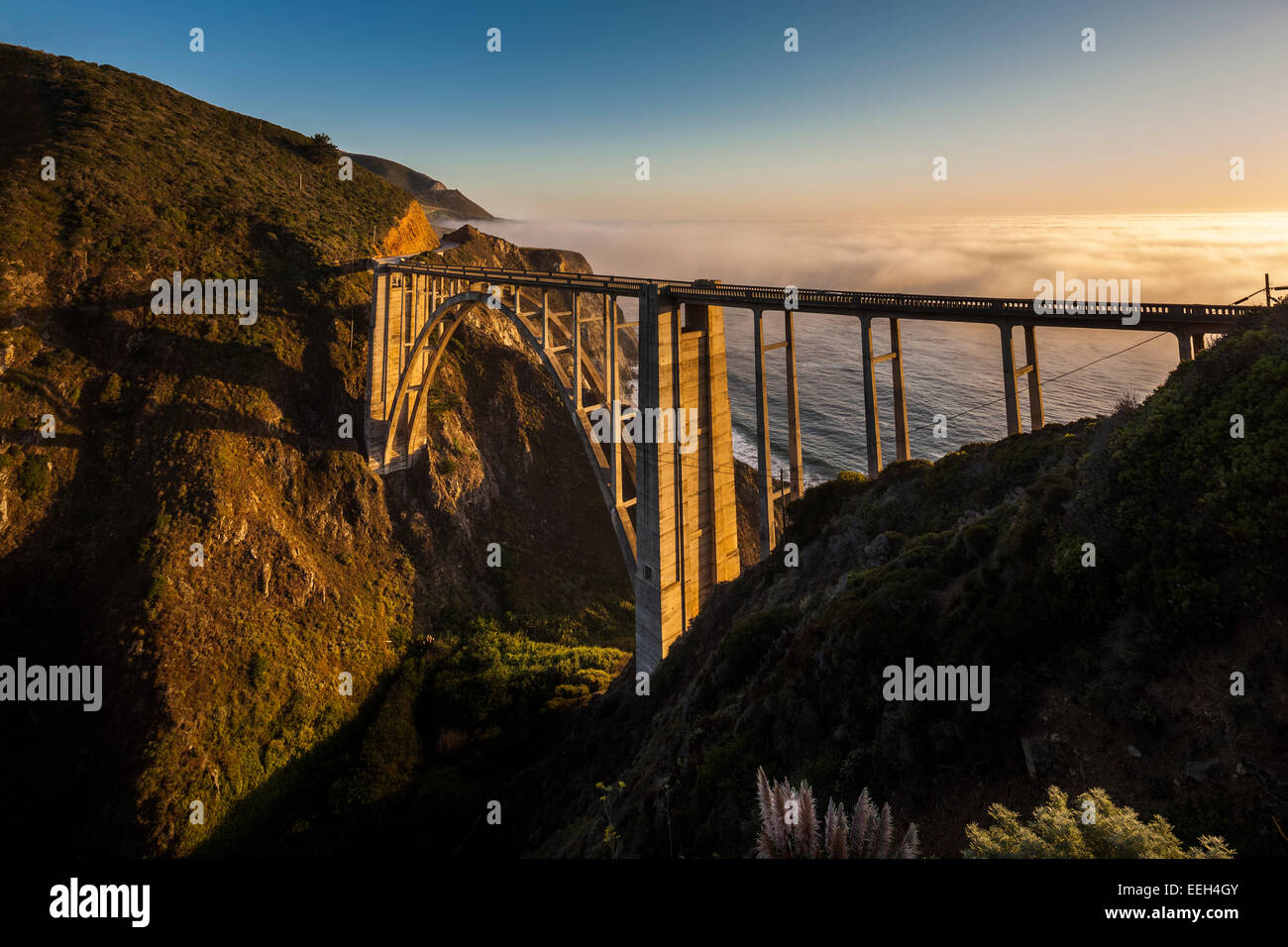 https://c7.alamy.com/comp/EEH4GY/bixby-bridge-pacific-coast-highway-big-sur-california-bixby-creek-EEH4GY.jpg