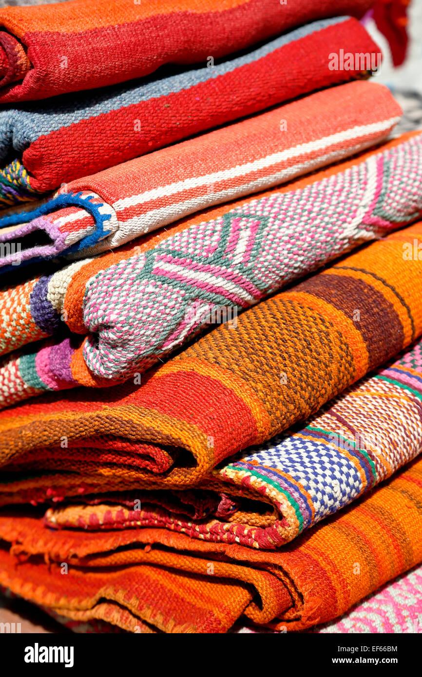 Quechua blankets, artisans market, Ollantaytambo, Urubamba, Cusco, Peru - Stock Image
