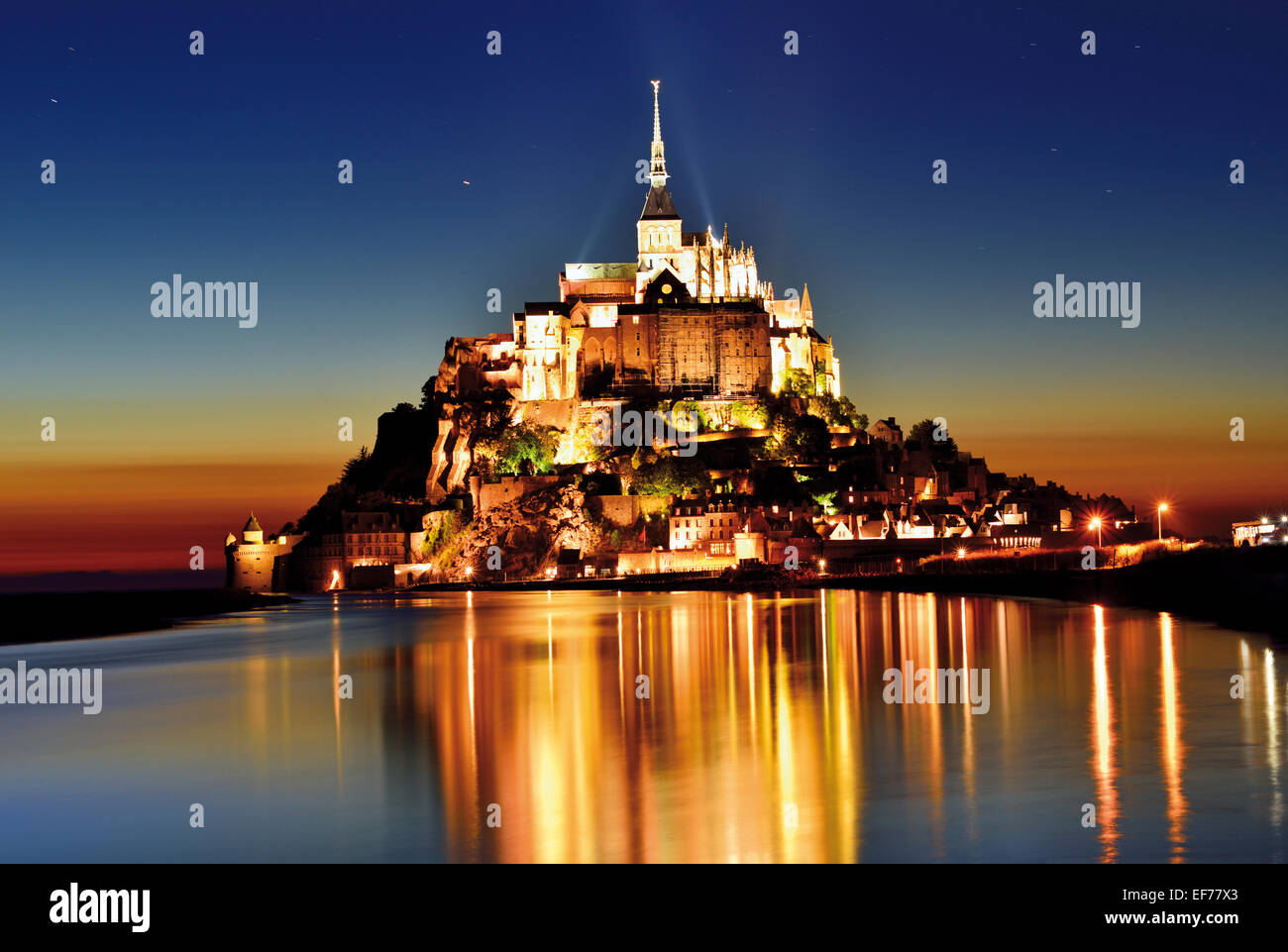 France, Normandy: Scenic view of Le Mont St. Michel by night - Stock Image