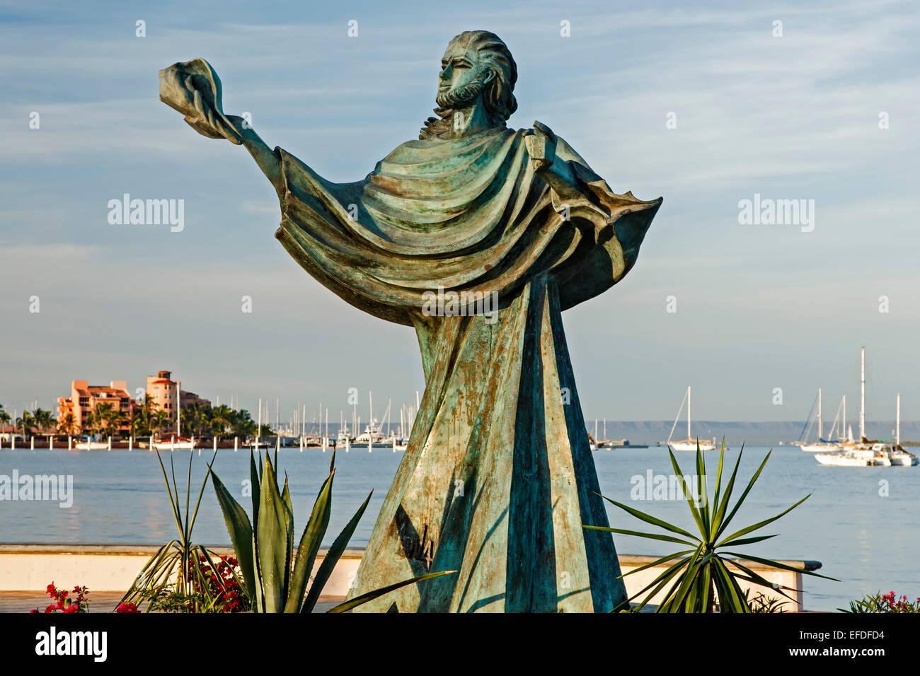 Sculpture of person holding a shell and bay,  Malecon (seaside promenade), La Paz, Baja California Sur, Mexico - Stock Image