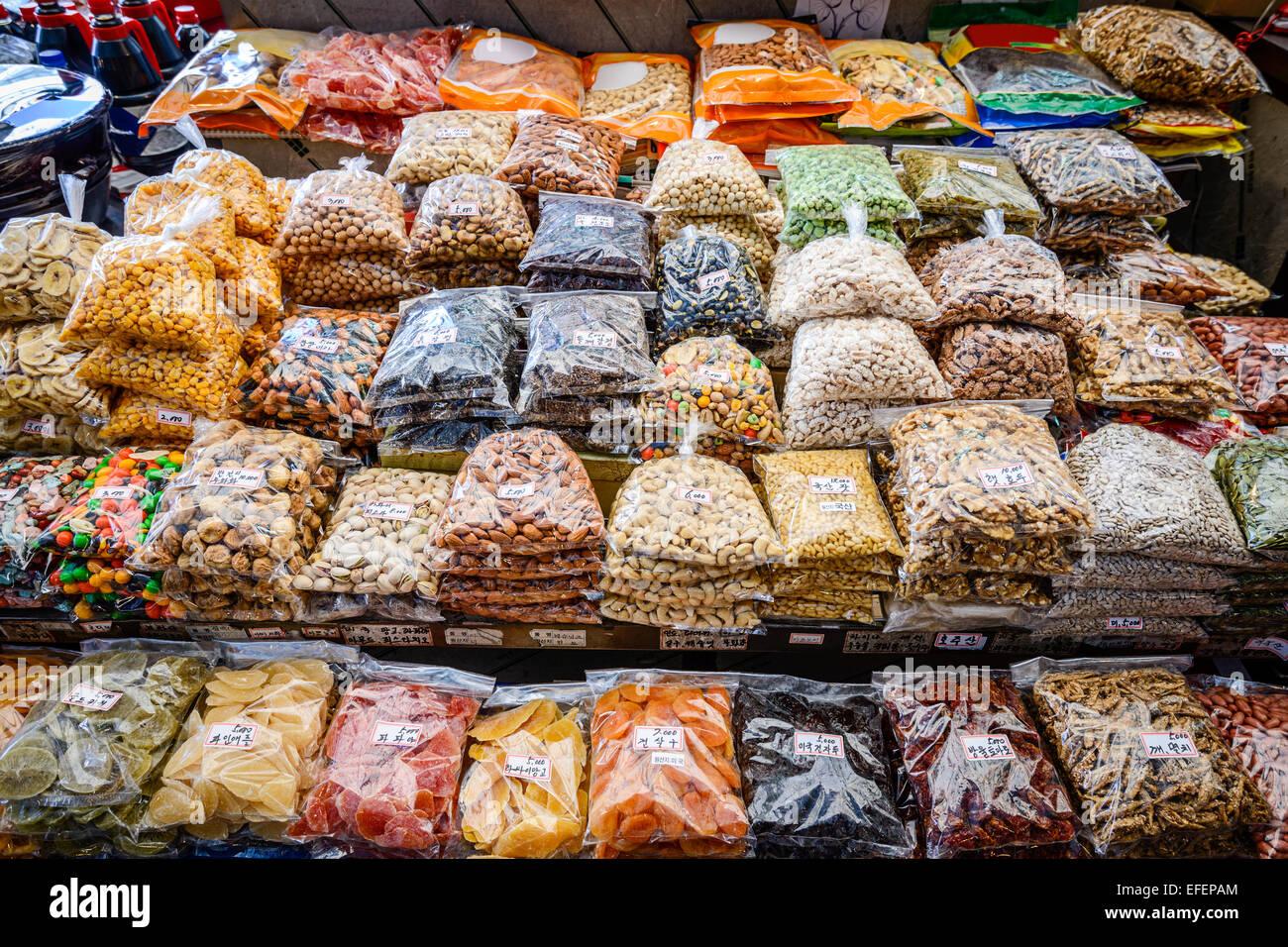Packaged snacks at Gwangjang Market in Seoul, South Korea. - Stock Image