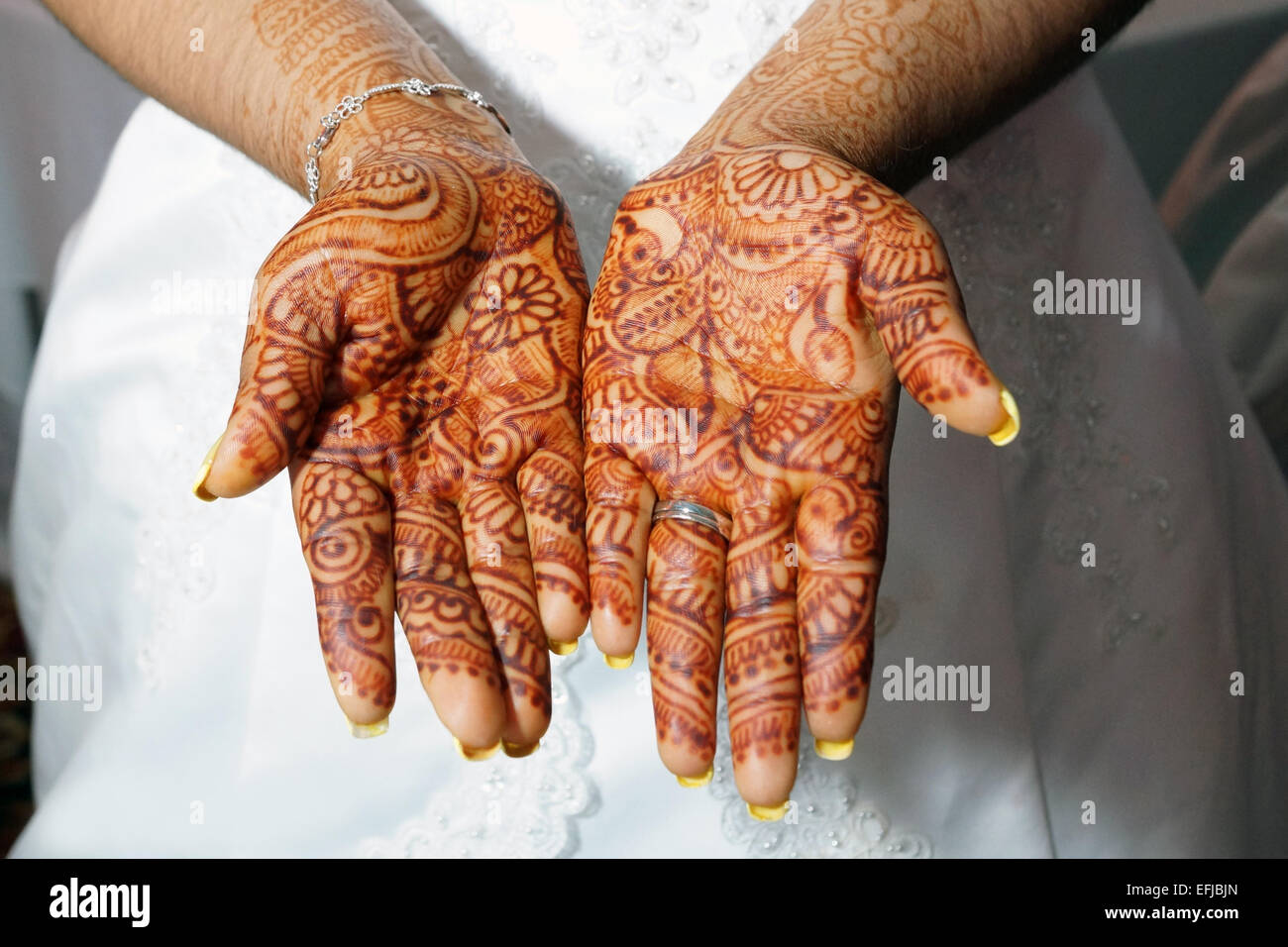 Henna Or Mehndi : Henna or mehndi designs on bride s hands stock photo  alamy