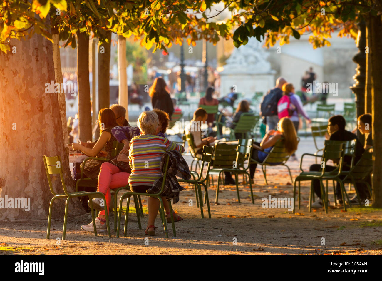 Paris, people relaxing in jardin des tulieries - Stock Image