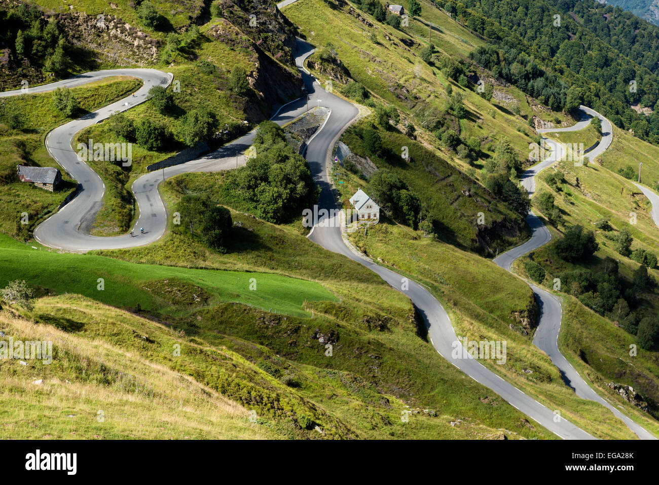 the-road-up-to-luz-ardiden-hautes-pyrene
